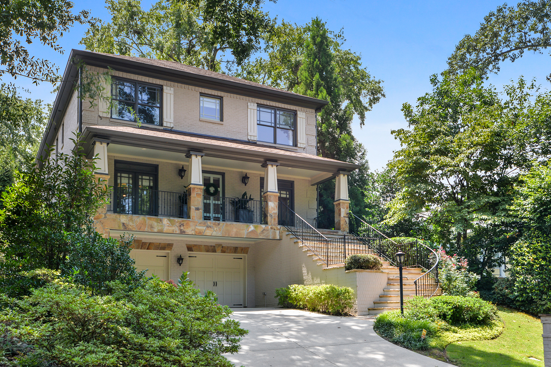 Single Family Homes のために 売買 アット Elegant Yet Casual Oasis-Like Home With Pool In The Heart Of Brookhaven 1269 Sylvan Circle NE, Brookhaven, ジョージア 30319 アメリカ