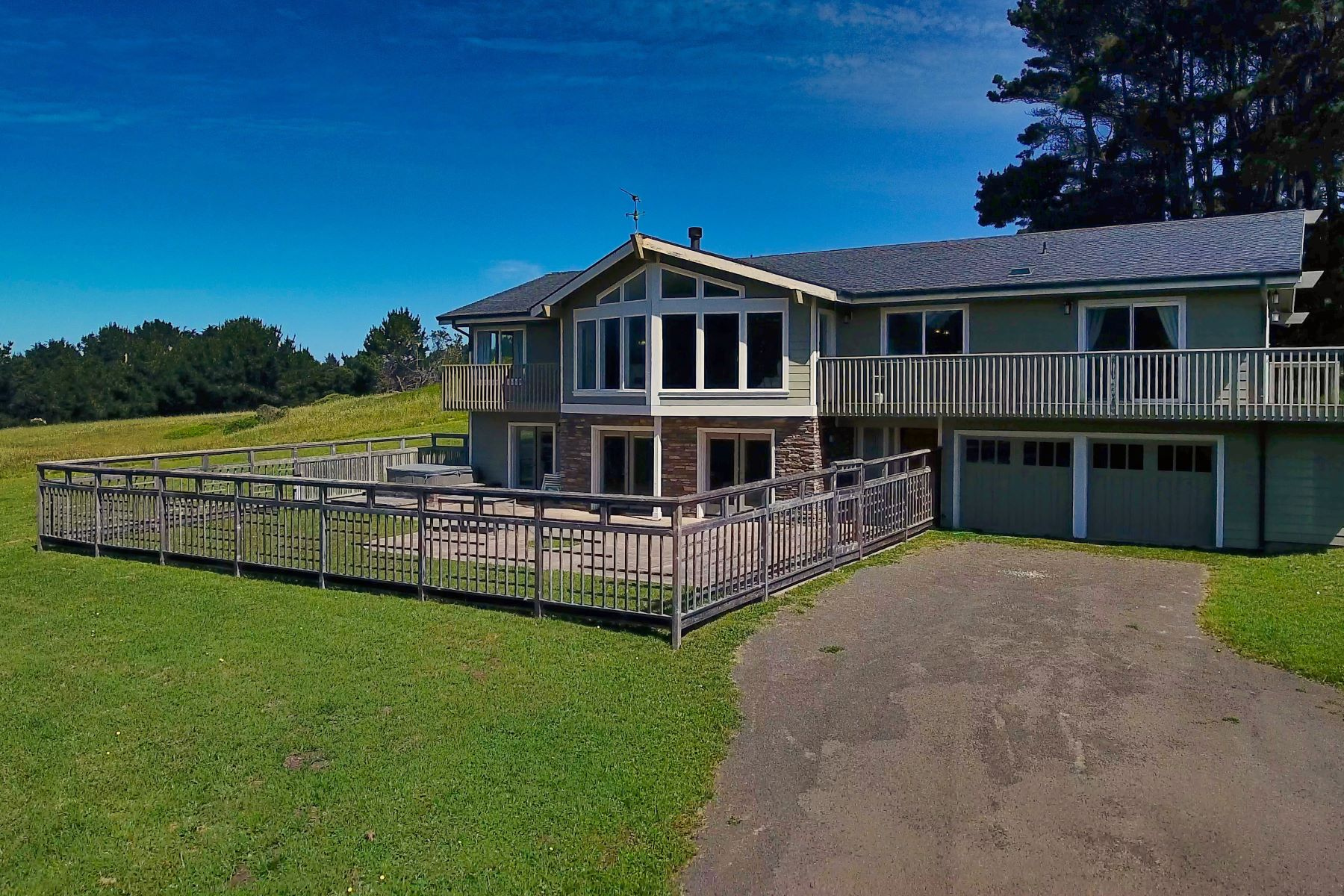 Single Family Home for Sale at Entertainers Delight! 45681 Cypress Drive Mendocino, California 95460 United States