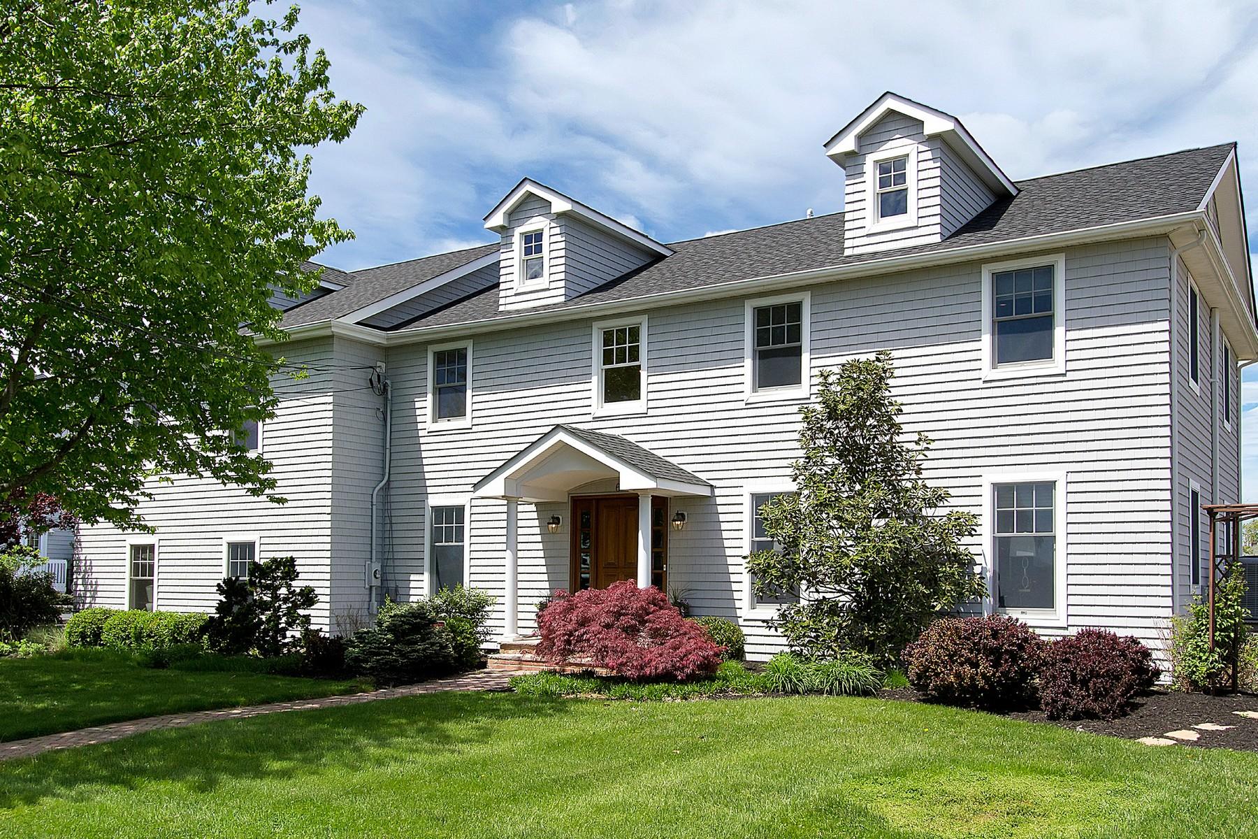 Maison unifamiliale pour l Vente à Elegant Center Hall Colonial 6 Harbour Way Monmouth Beach, New Jersey, 07750 États-Unis