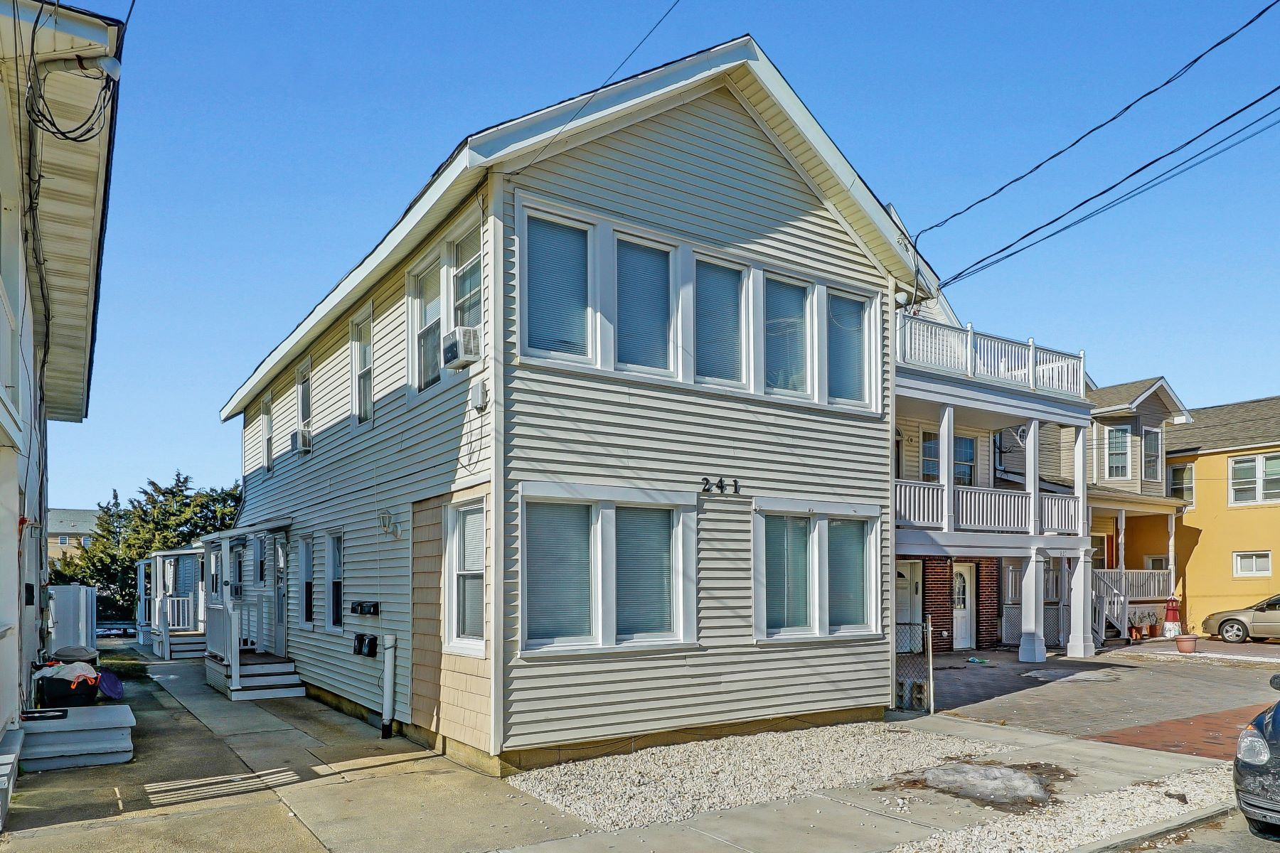 Multi-Family Homes vì Bán tại Four Units in Manasquan Available 241 First Avenue, Manasquan, New Jersey 08736 Hoa Kỳ