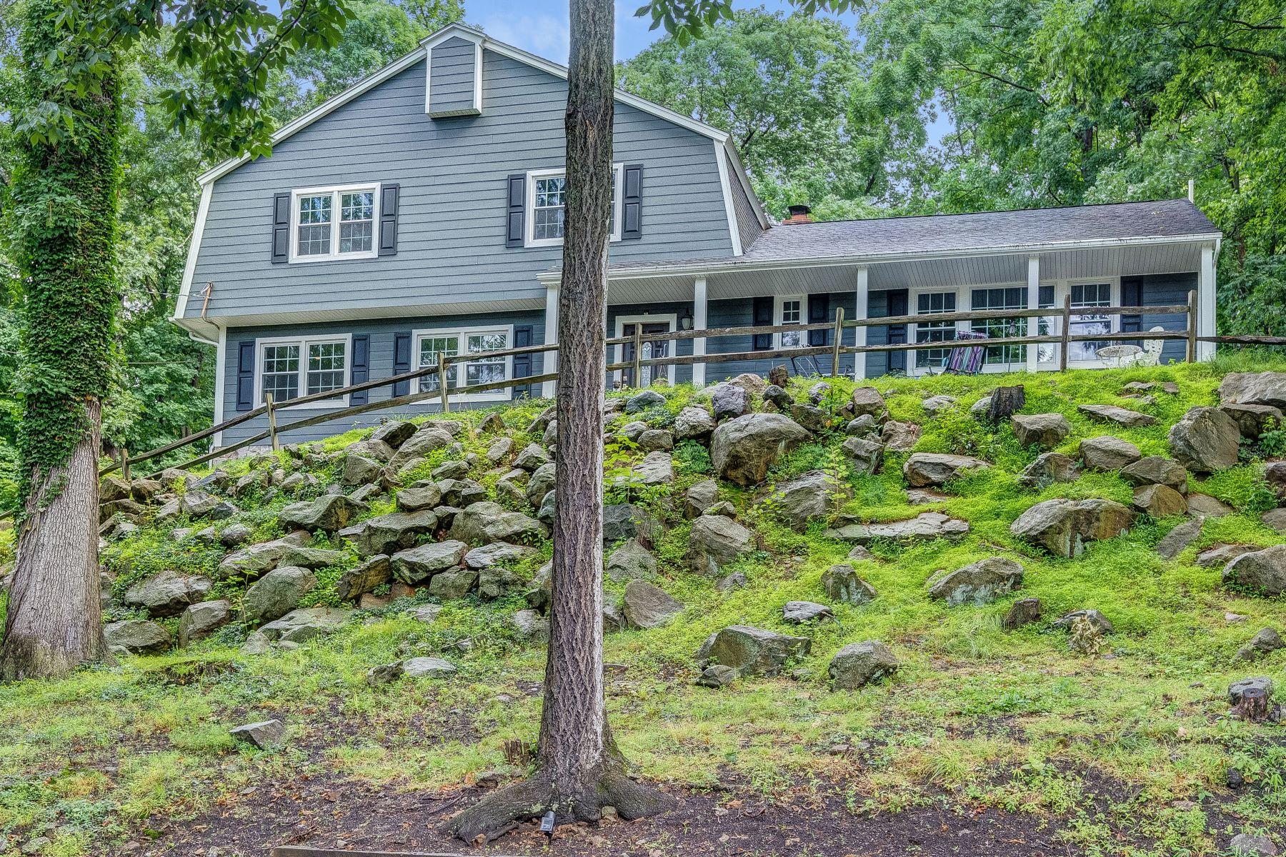 Частный односемейный дом для того Продажа на Completely Renovated! 27 Beaver Ridge Road, Morris Plains, Нью-Джерси 07950 Соединенные Штаты