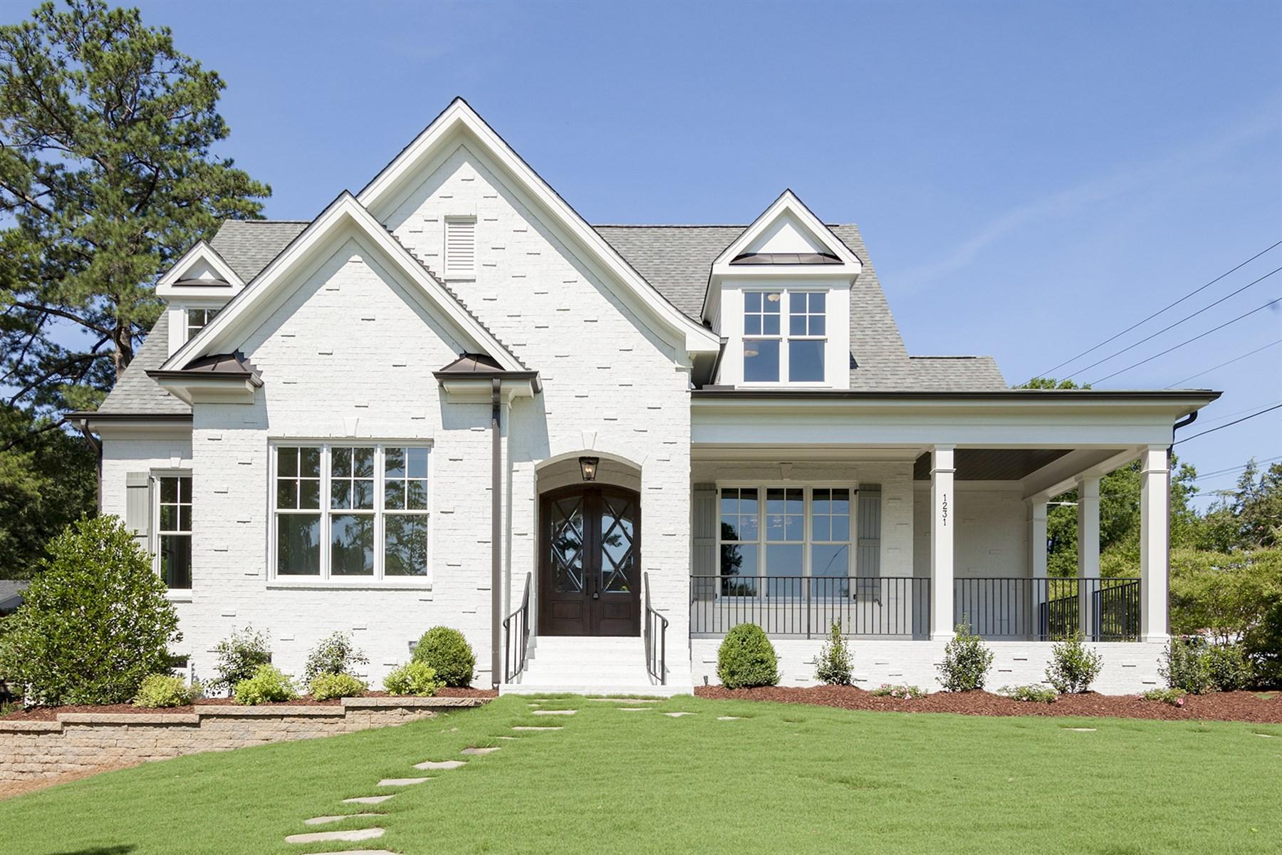 Villa per Vendita alle ore Canterbury Classic 1231 Canterbury Road Raleigh, Carolina Del Nord, 27608 Stati Uniti