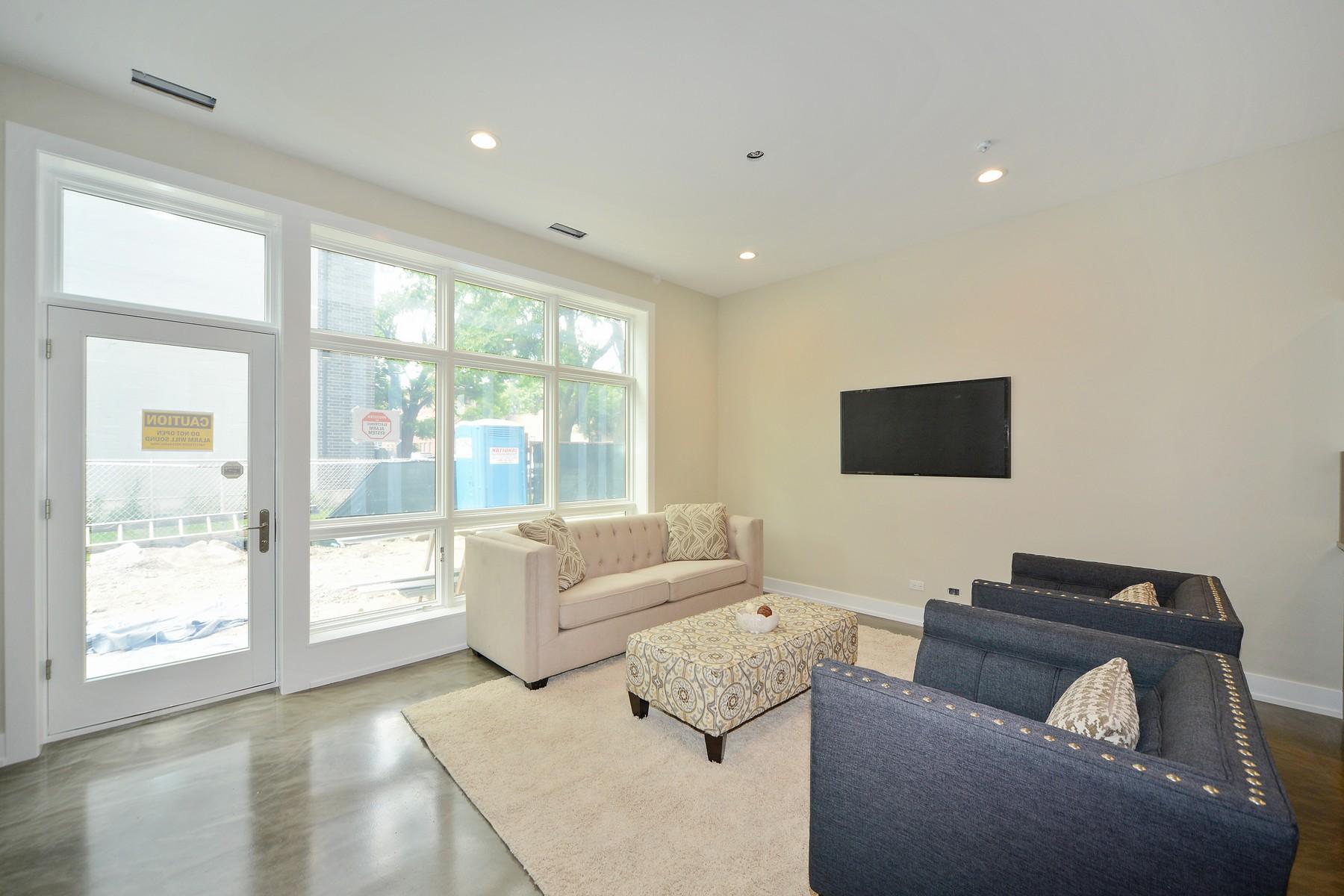 타운하우스 용 매매 에 Gorgeous and sophisticated 3 bedroom, 2.5 bath 2802 W Walton Street Chicago, 일리노이즈, 60622 미국