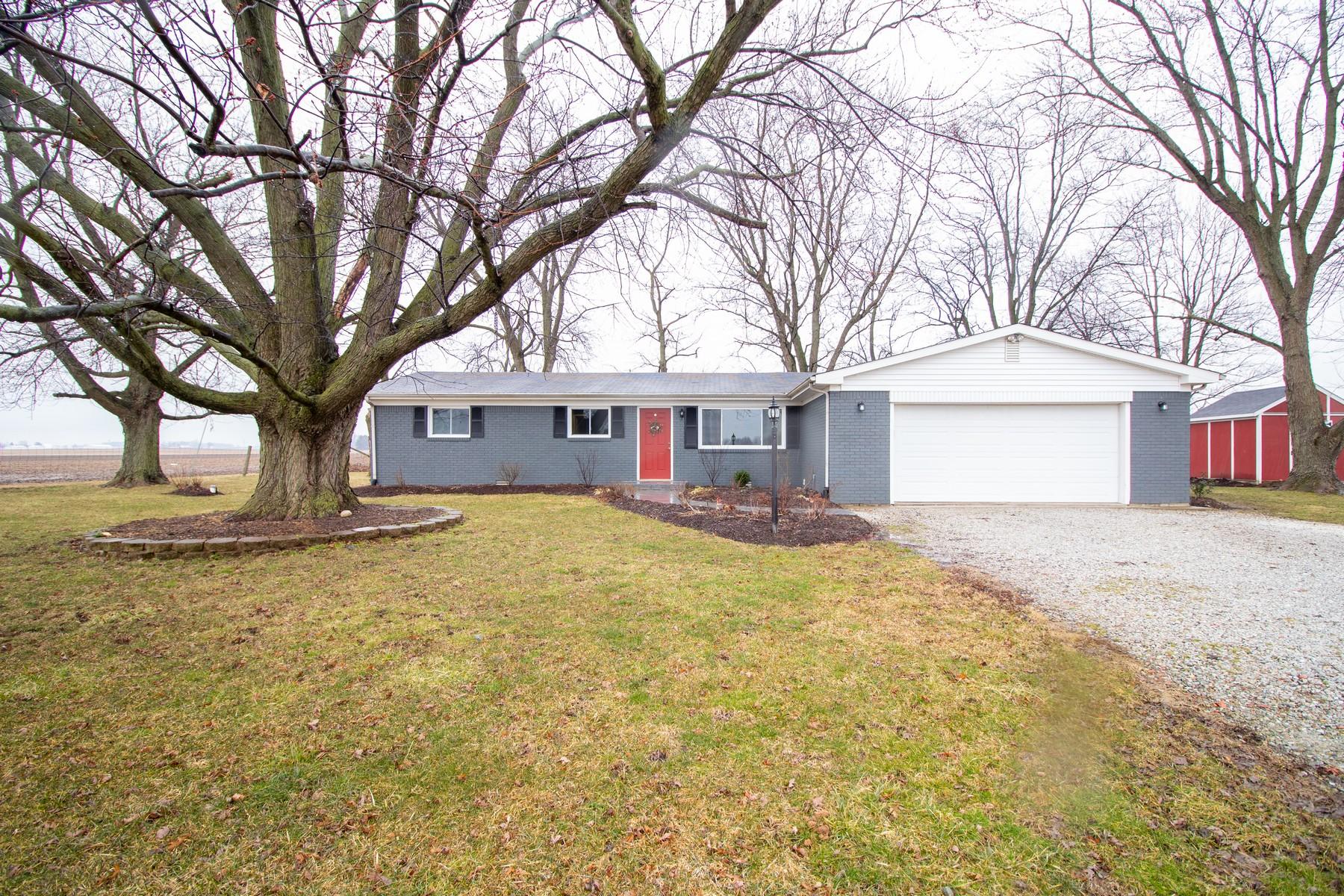 Single Family Homes por un Venta en Ranch in Quiet Country Setting 16778 Prairie Baptist Road Noblesville, Indiana 46060 Estados Unidos