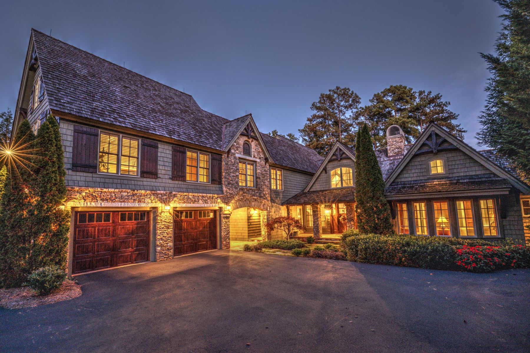 Частный односемейный дом для того Продажа на Enviable Lakefront Setting 164 Northshores Drive, Seneca, Южная Каролина, 29672 Соединенные Штаты