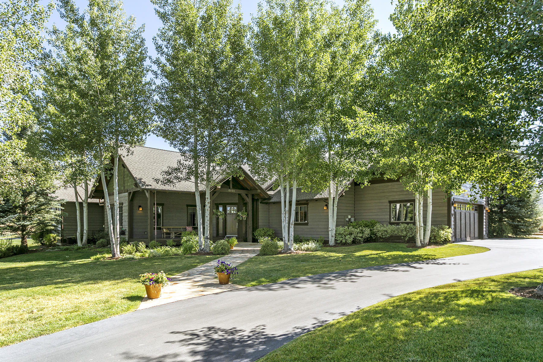 Single Family Home for Active at Private Golf Course Residence on Quiet Cul-de-Sac 101 East Foxglove Lane Eagle, Colorado 81631 United States