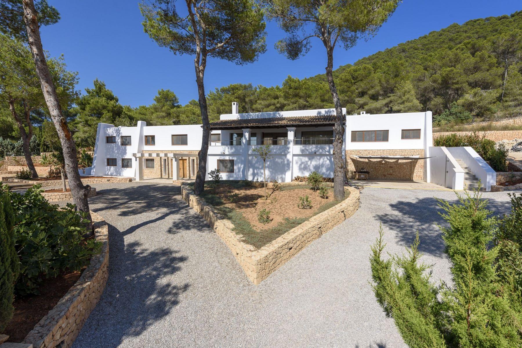Casa Unifamiliar por un Venta en Luxury Five Bedroom Villa With Open Country Views Ibiza, Balearic Islands, España