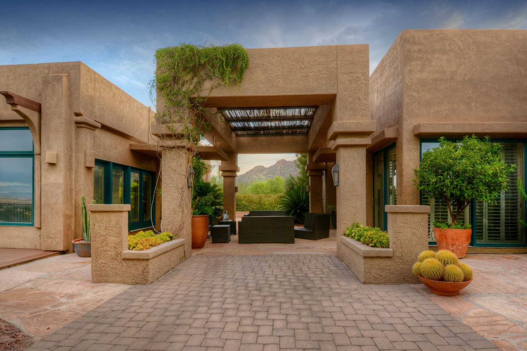 단독 가정 주택 용 매매 에 Stunning Desert Contemporary artistic oasis retreat 6925 N Chaparral Place Tucson, 아리조나, 85718 미국