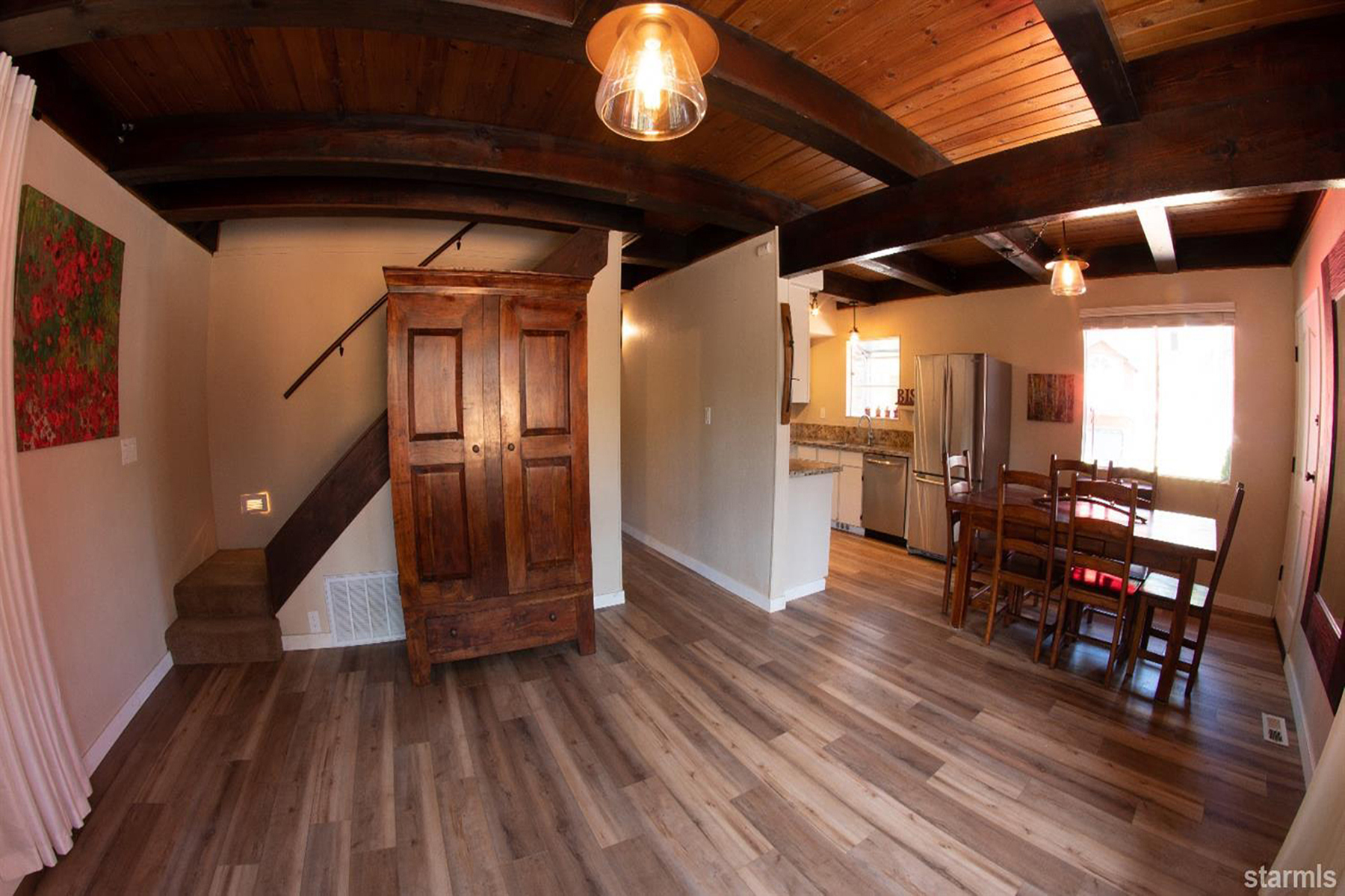 Additional photo for property listing at Inviting mountain-style chalet. 1195 Canarsee Street South Lake Tahoe, California 96150 United States