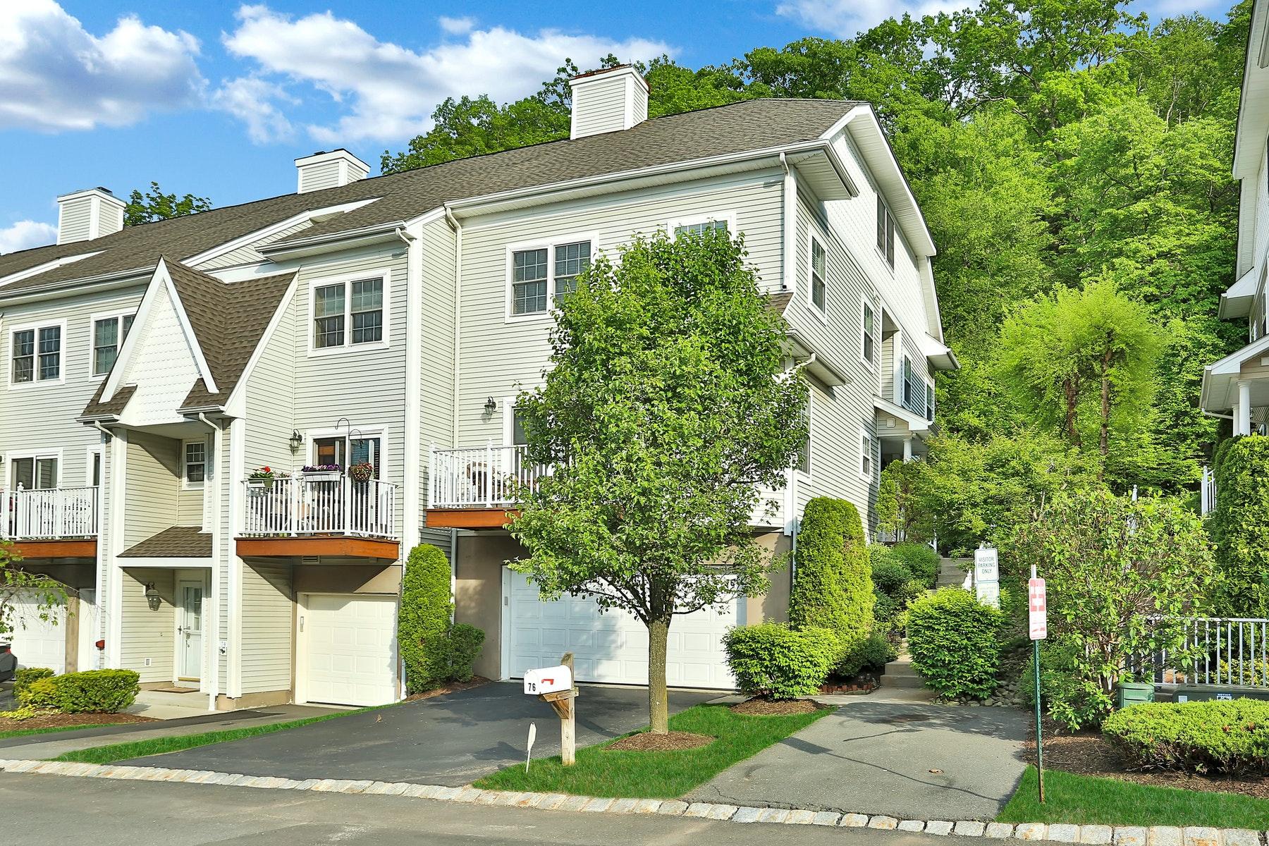 Condominiums 為 出售 在 End Unit Beauty 76 Crystal Hill Drive, Pomona, 纽约 10970 美國
