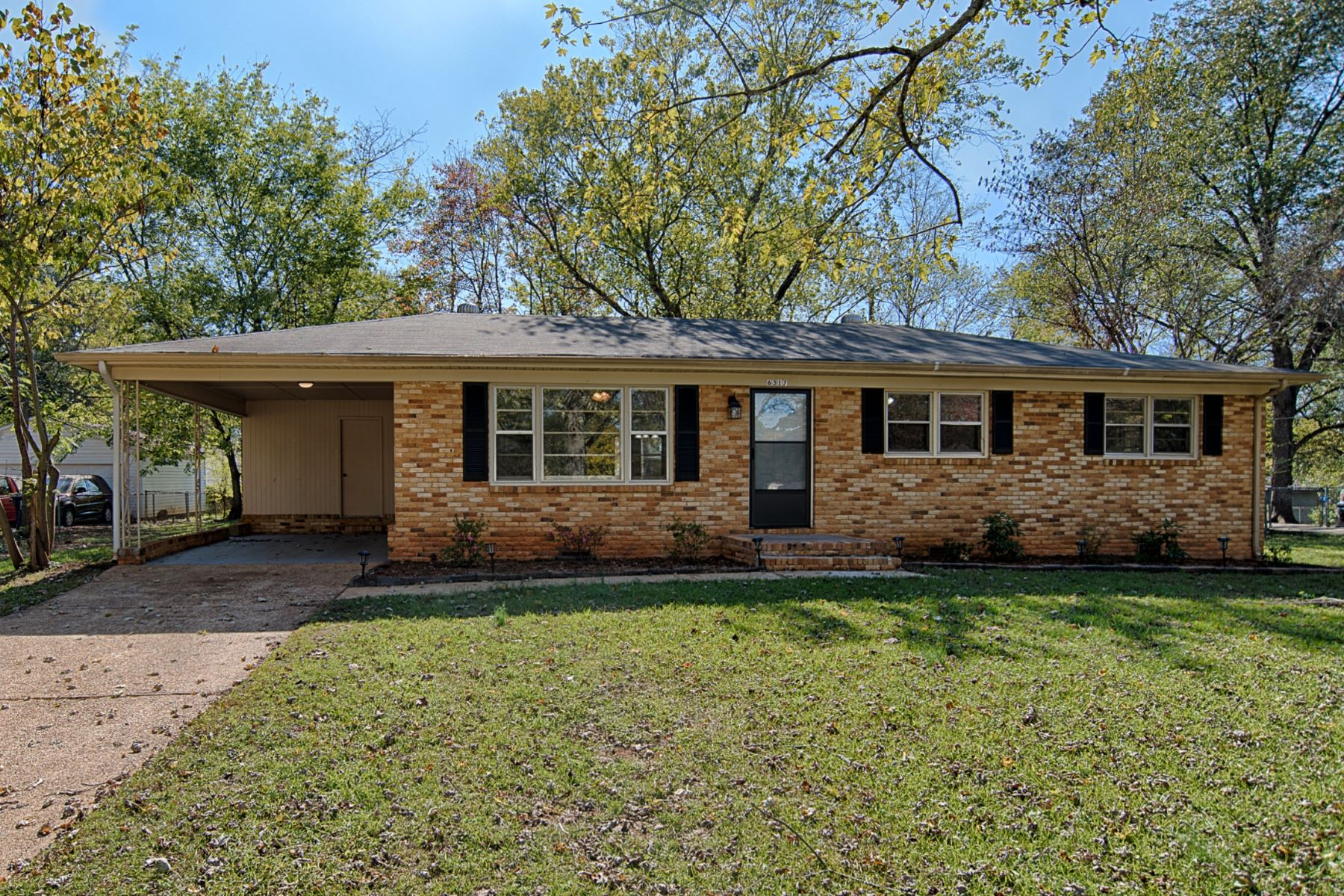 Single Family Homes por un Venta en 6317 Deramus Avenue Huntsville, Alabama 35806 Estados Unidos