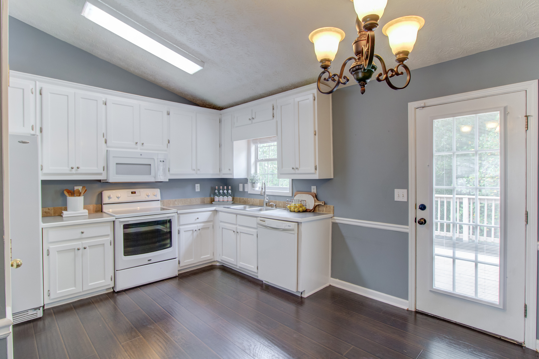 Single Family Homes のために 売買 アット Renovated Flowery Branch Home with Amenities 5318 Ashland Drive, Flowery Branch, ジョージア 30542 アメリカ