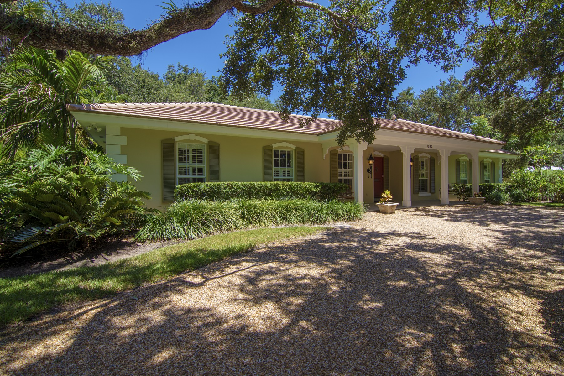 Additional photo for property listing at Southern Elegance One Block From Ocean 1742 Club Drive Vero Beach, Florida 32963 United States