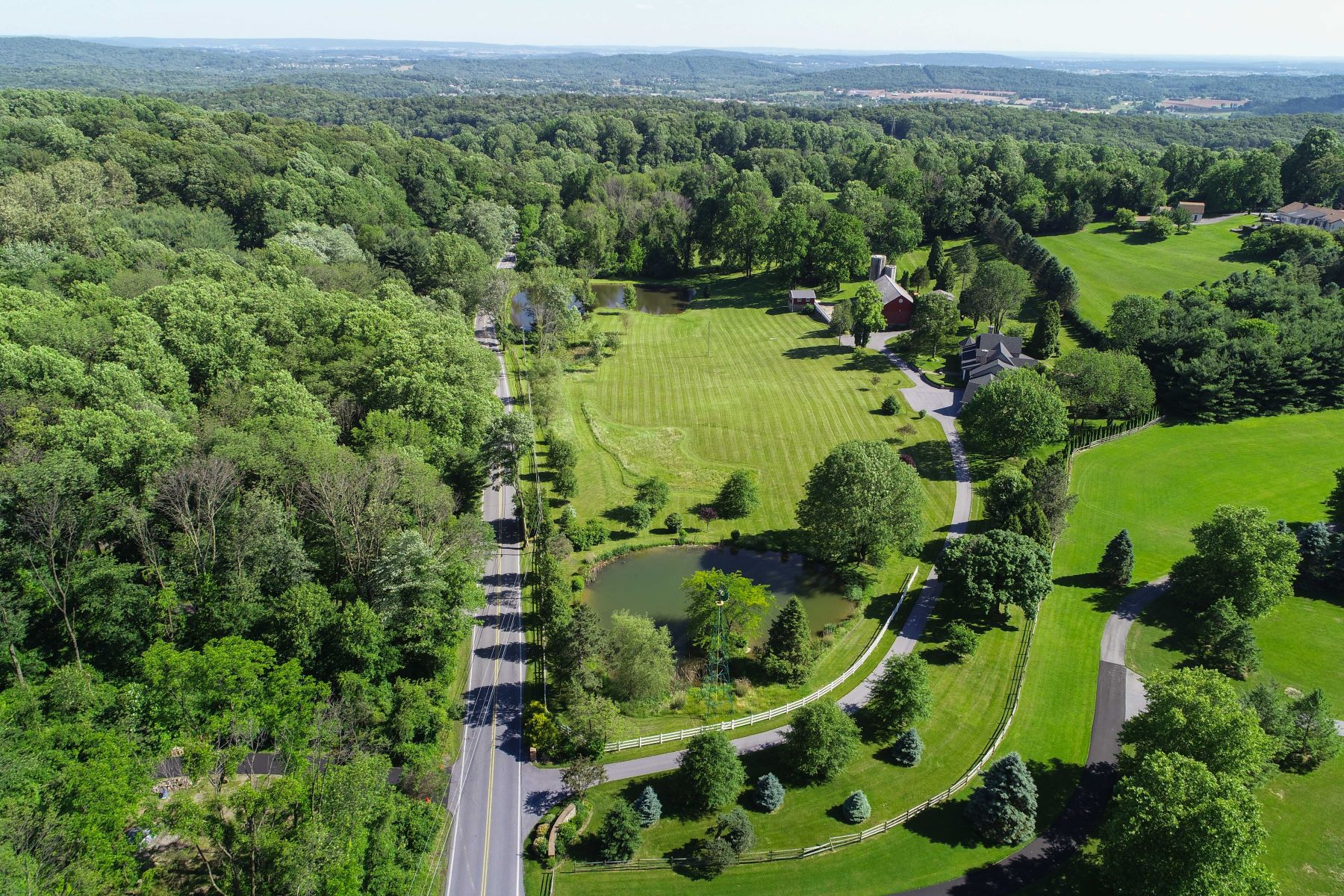 Additional photo for property listing at 185 Golf Road 185 Golf Road Reinholds, Pennsylvania 17569 United States