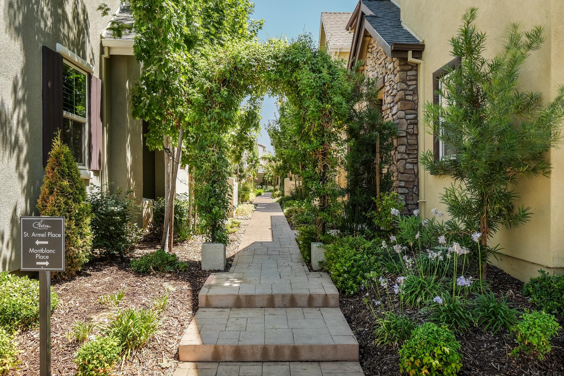 Частный односемейный дом для того Продажа на 725 Montblanc Place, Roseville, CA 95747 Roseville, Калифорния 95747 Соединенные Штаты