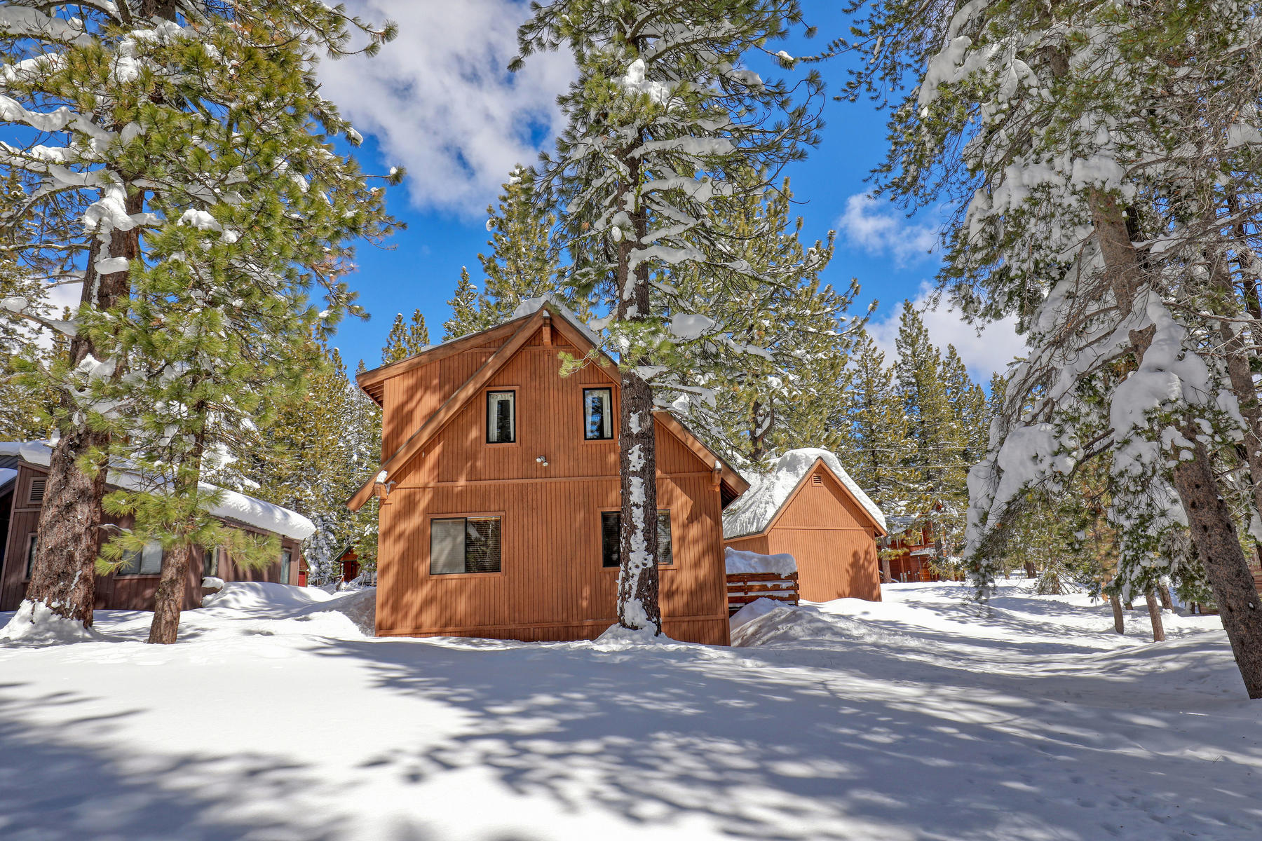 Additional photo for property listing at Cozy Ski cabin near Rec Center 11894 Oslo Drive Truckee, California 96161 Estados Unidos