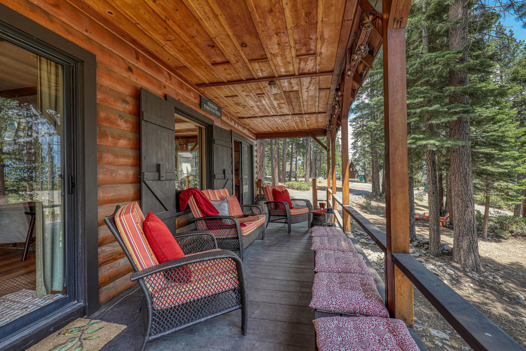 Single Family Homes 为 销售 在 Quintessential Old Tahoe Cabin 4285 Old Mountain Road Carnelian Bay, 加利福尼亚州 96140 美国