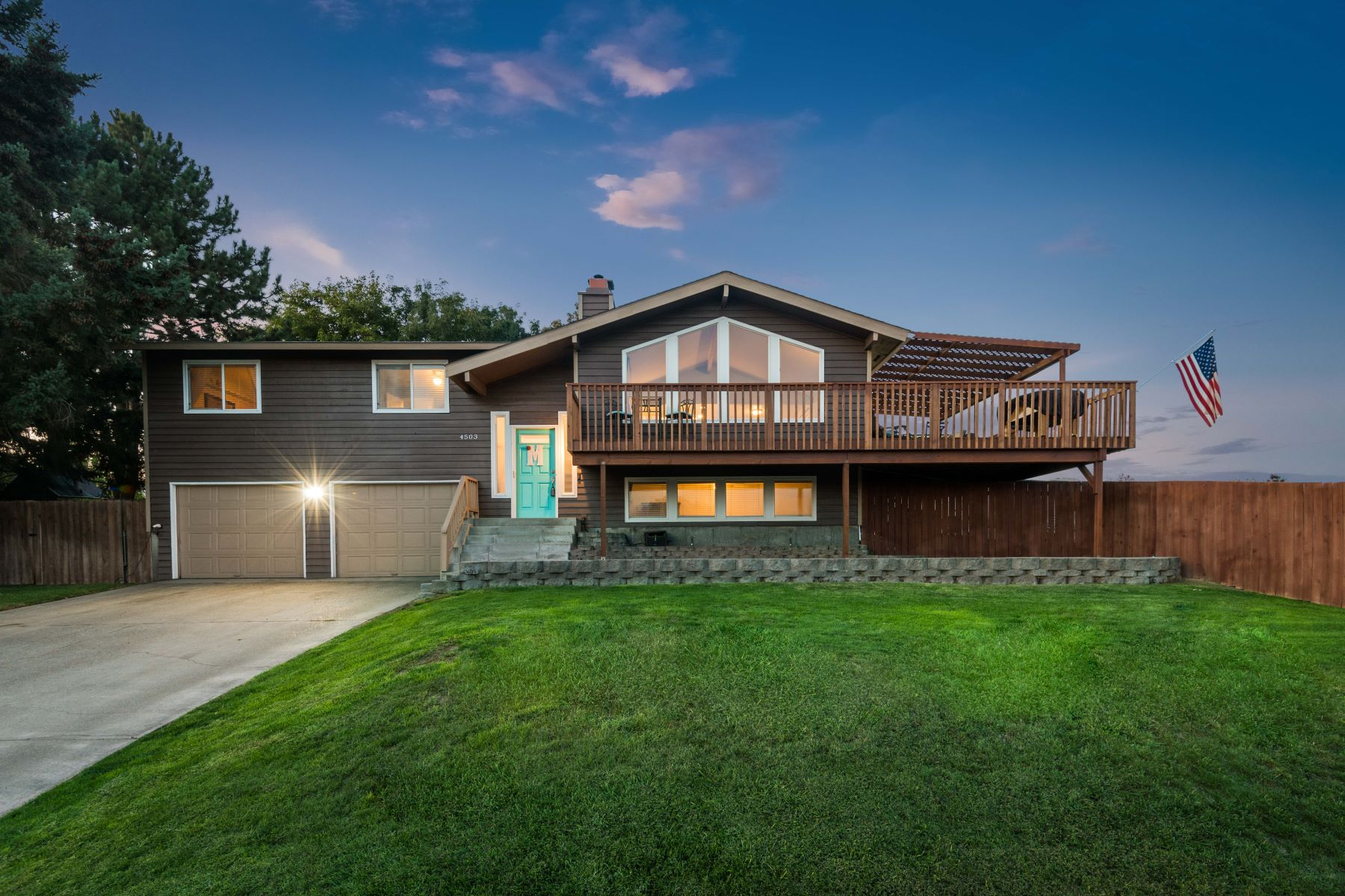 Single Family Homes for Sale at Large lot, updated, and an amazing view! 4503 Desert Drive Pasco, Washington 99301 United States