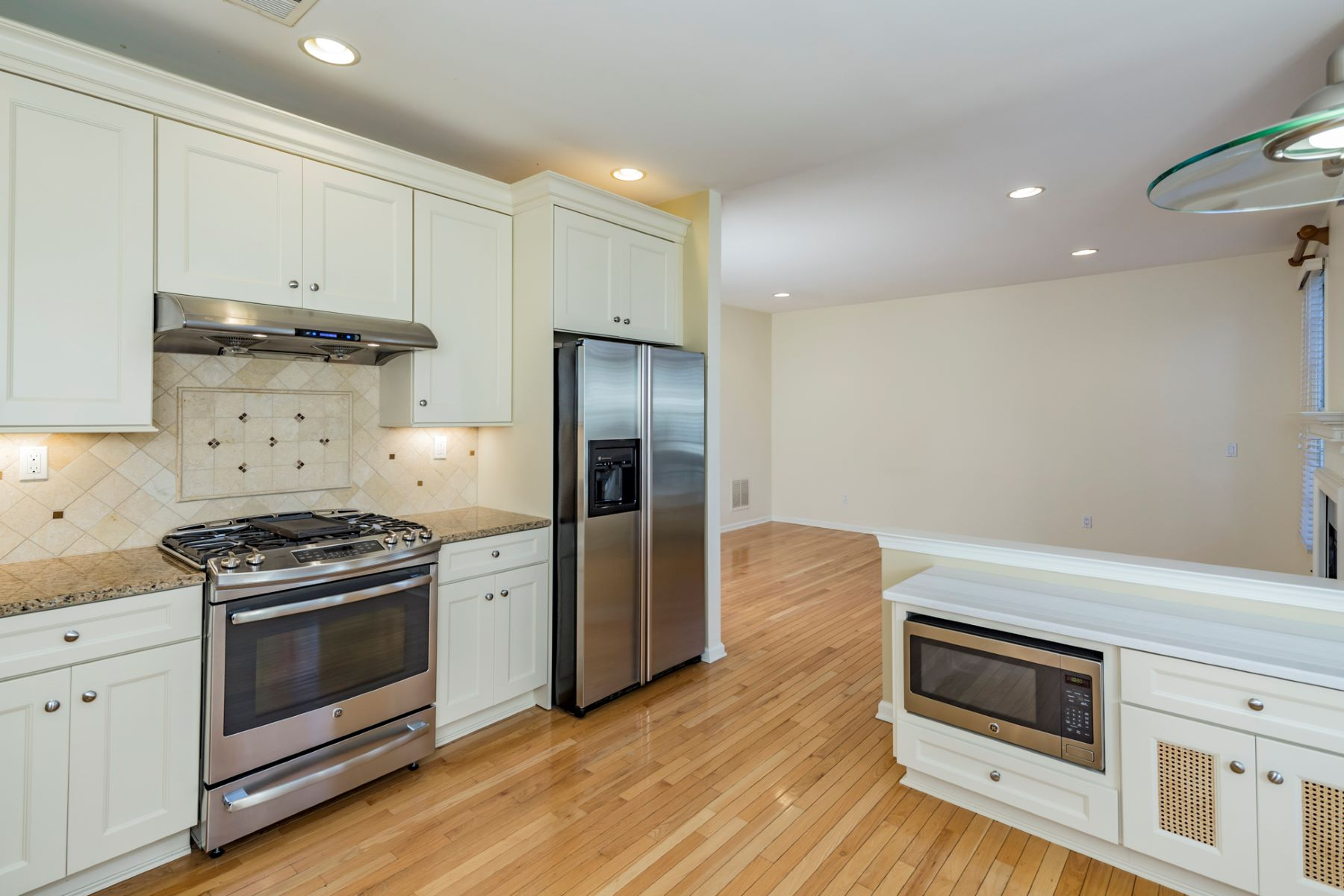Additional photo for property listing at A Delightful End-Unit In Patriot Hill 244 Patriot Hill Drive, Basking Ridge, New Jersey 07920 United States