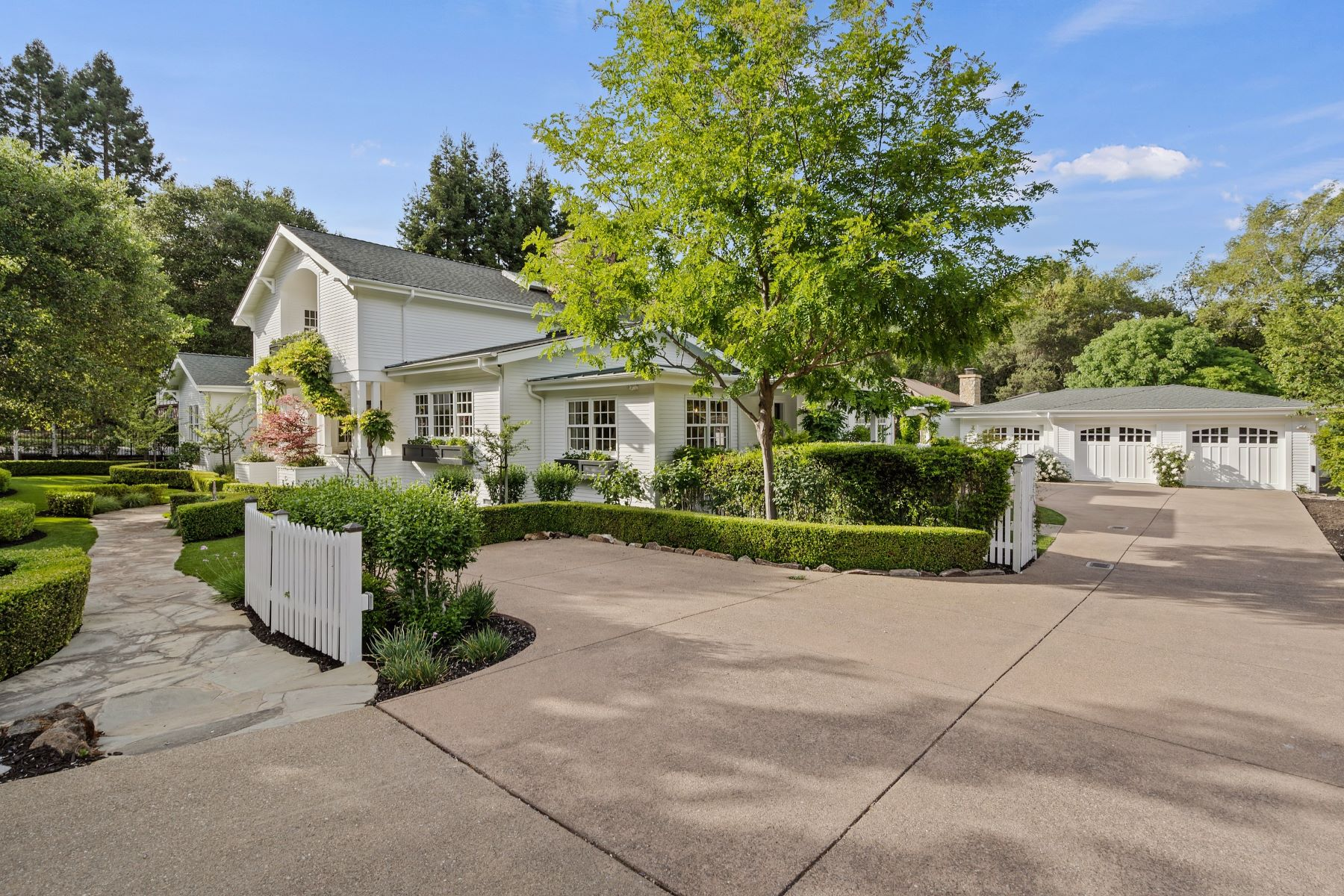 Single Family Homes for Sale at Elegant Entertainer's Estate 3540 Springhill Road Lafayette, California 94549 United States