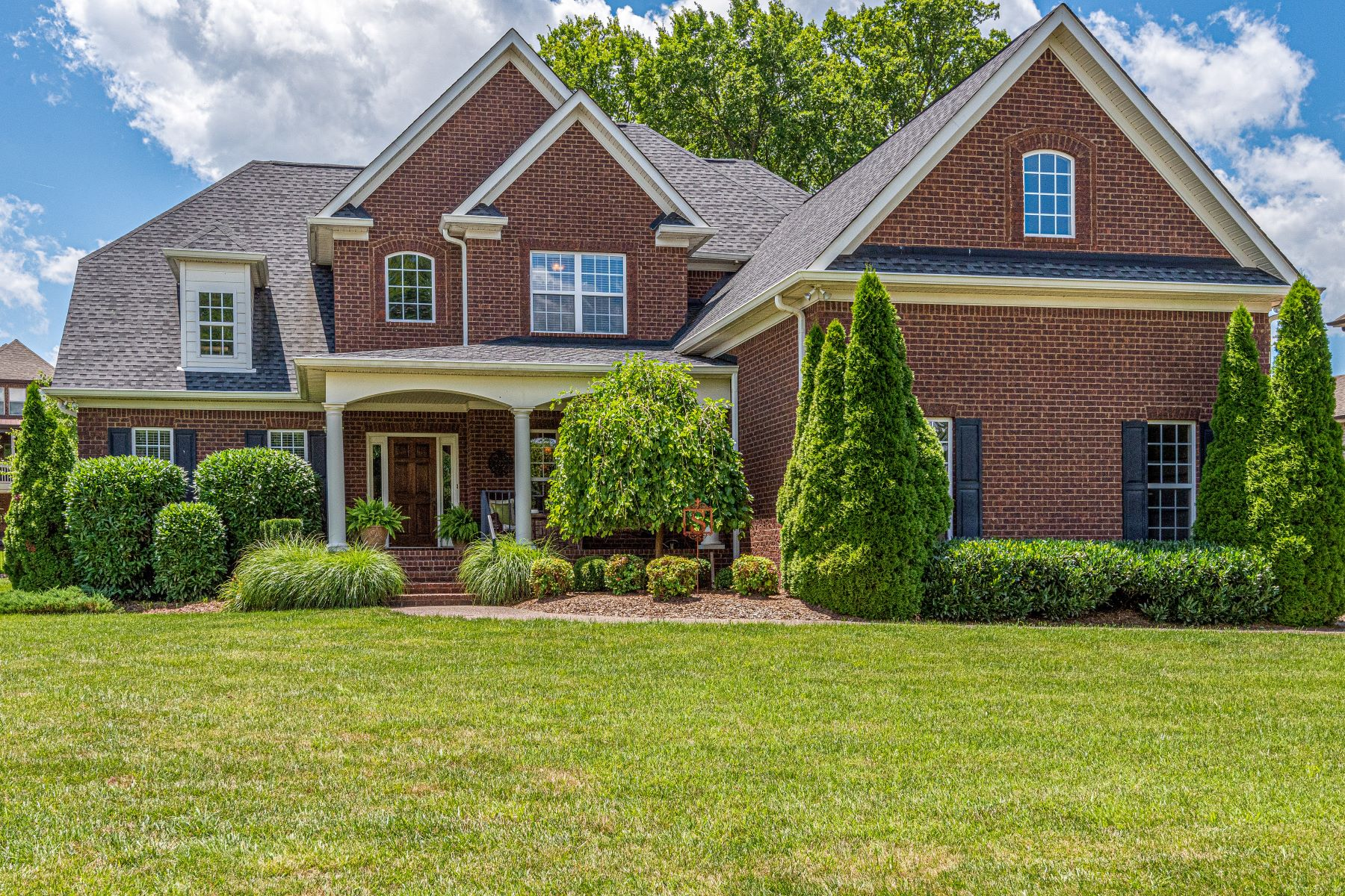 Single Family Homes 为 销售 在 Beautiful Four Bedroom/Spring Hill 4023 Miles Johnson Parkway Spring Hill, 田纳西州 37174 美国