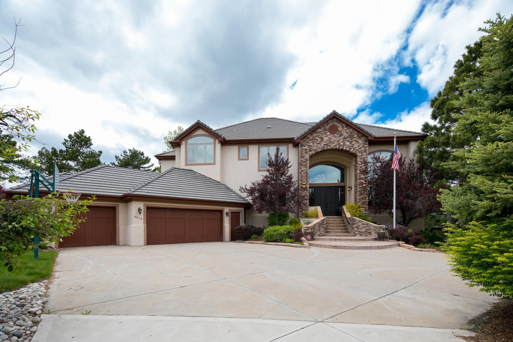 Single Family Homes for Sale at Location and views! Welcome to the gated community of Heritage Estates. 8618 Colonial Drive Lone Tree, Colorado 80124 United States