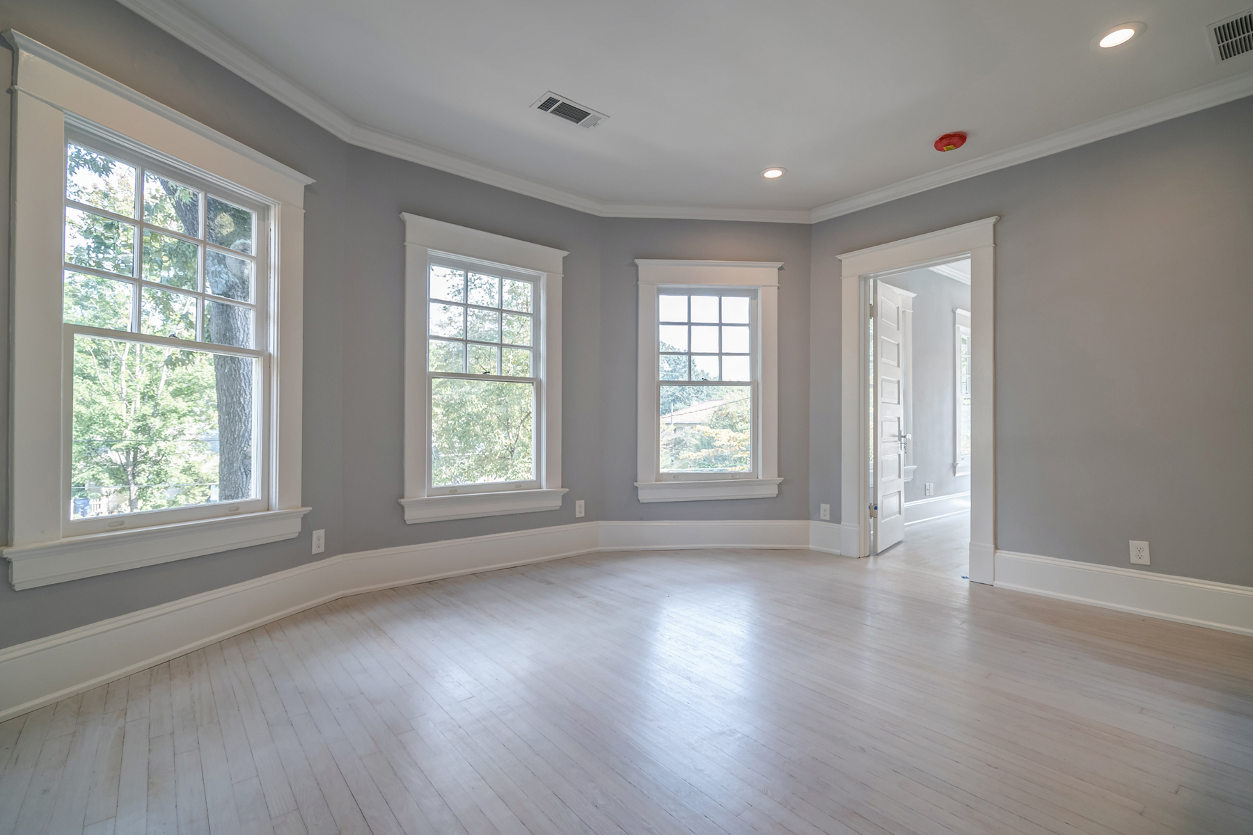 Additional photo for property listing at Amazing Location And Better Than New 744 Penn Avenue NE Atlanta, Georgia 30308 United States
