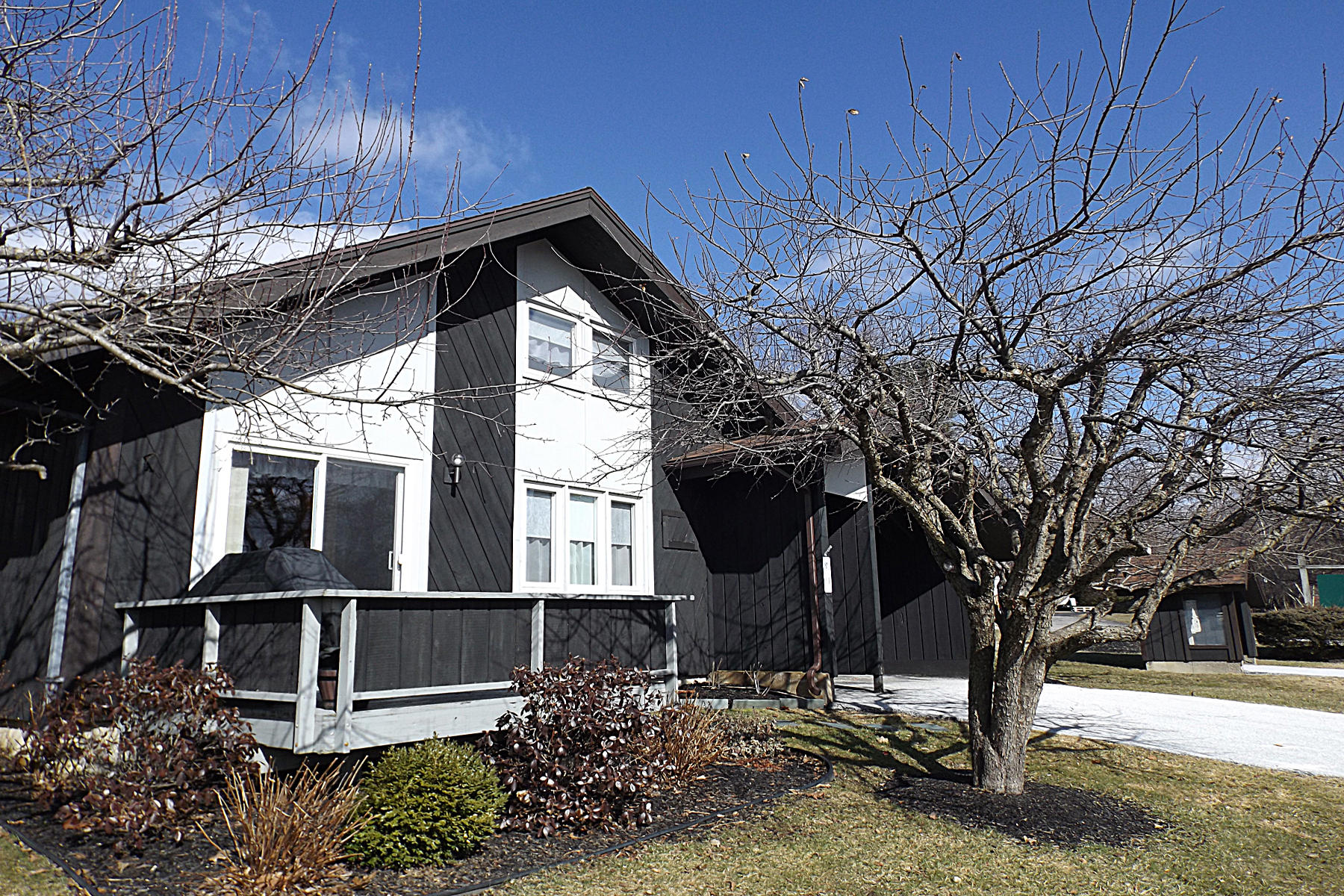 Condominiums for Sale at Sunning Townhouse 1 Barleyfield Place Rutland, Vermont 05701 United States