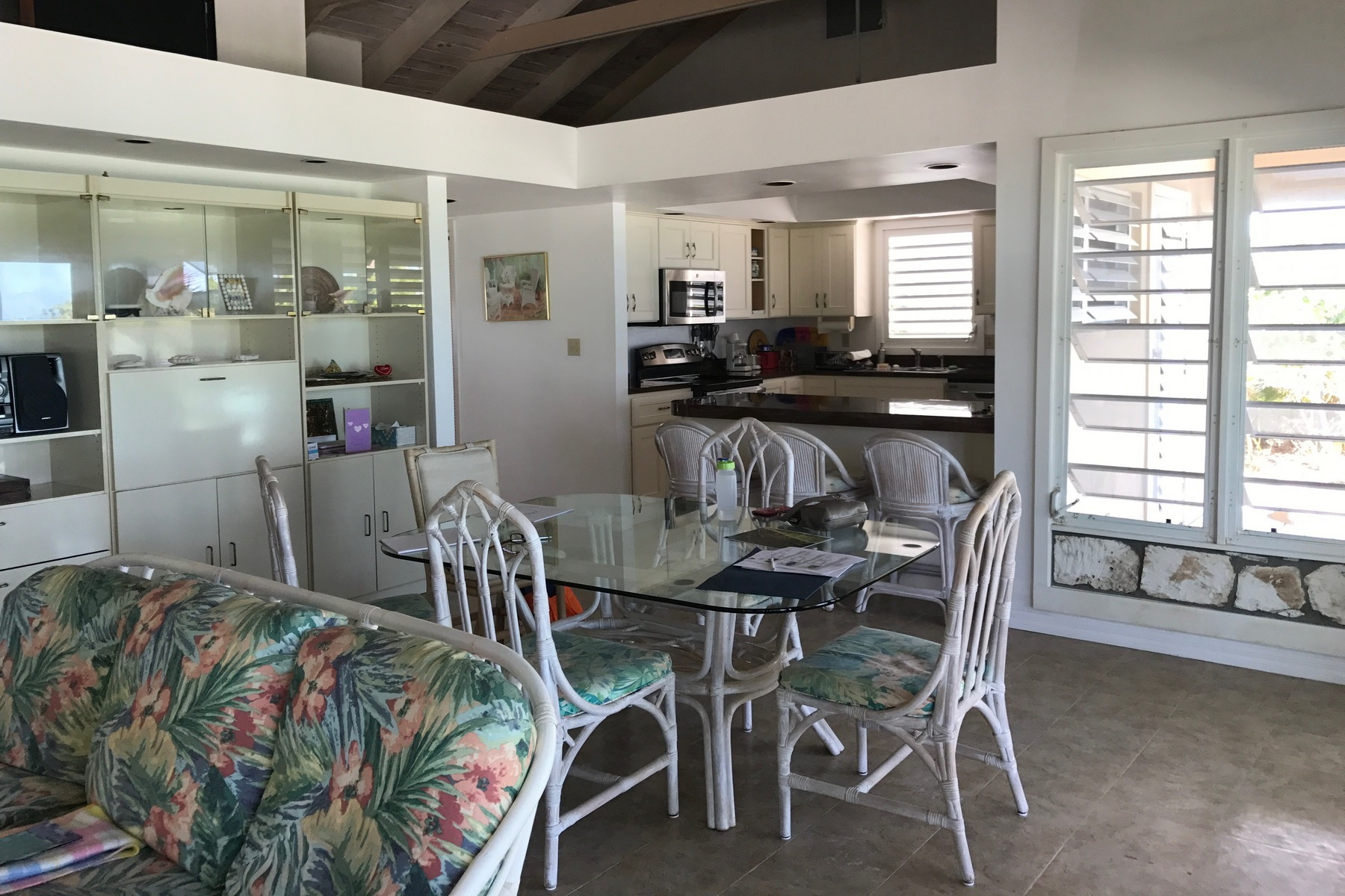 Additional photo for property listing at Beach Front Villa-Molar Rock Whitby, Caicos Del Norte Islas Turcas Y Caicos