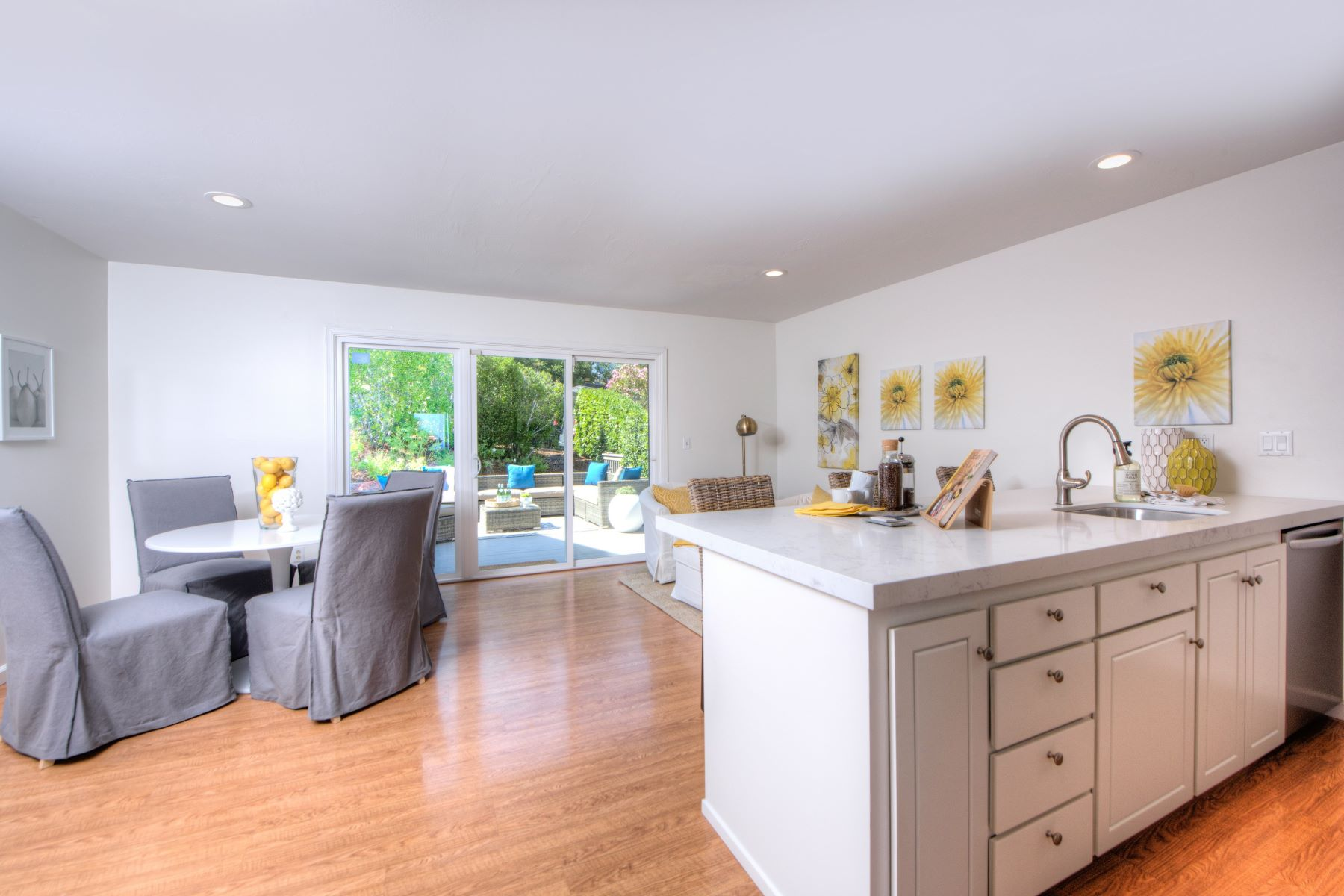 Additional photo for property listing at Remodeled Sun-Filled Contemporary Home with Two-Bridge Bay Views 36 Tampa Drive San Rafael, Калифорния 94901 Соединенные Штаты