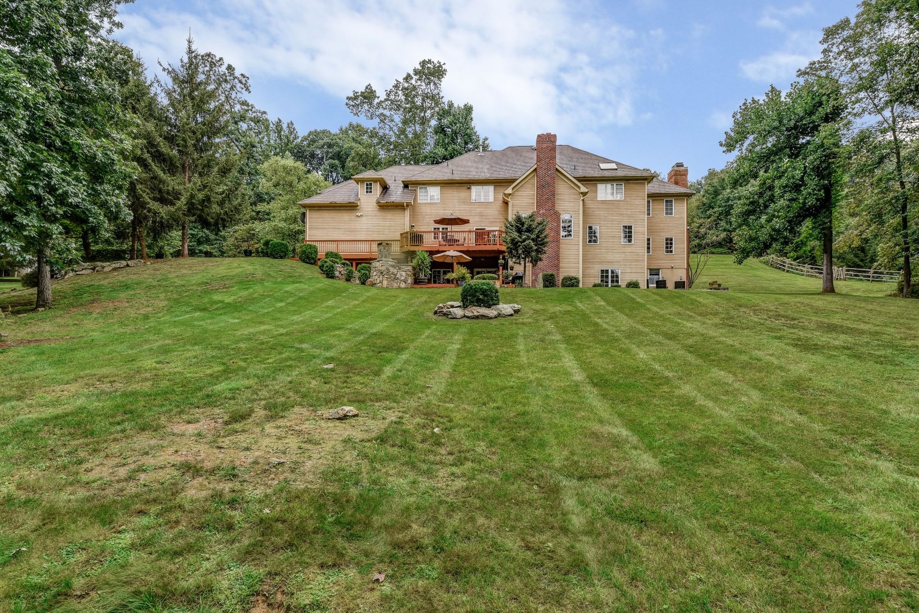 Additional photo for property listing at Elegant Colonial 14 Chilton Road Chester, New Jersey 07930 United States