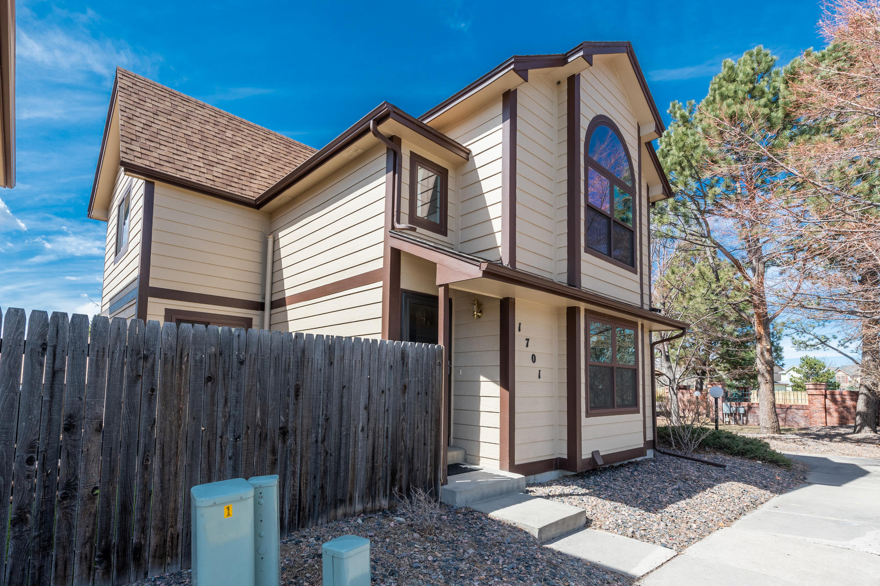 Condominiums のために 売買 アット Perfectly maintained home in convenient location. 1701 S Pitkin Street, Aurora, コロラド 80017 アメリカ
