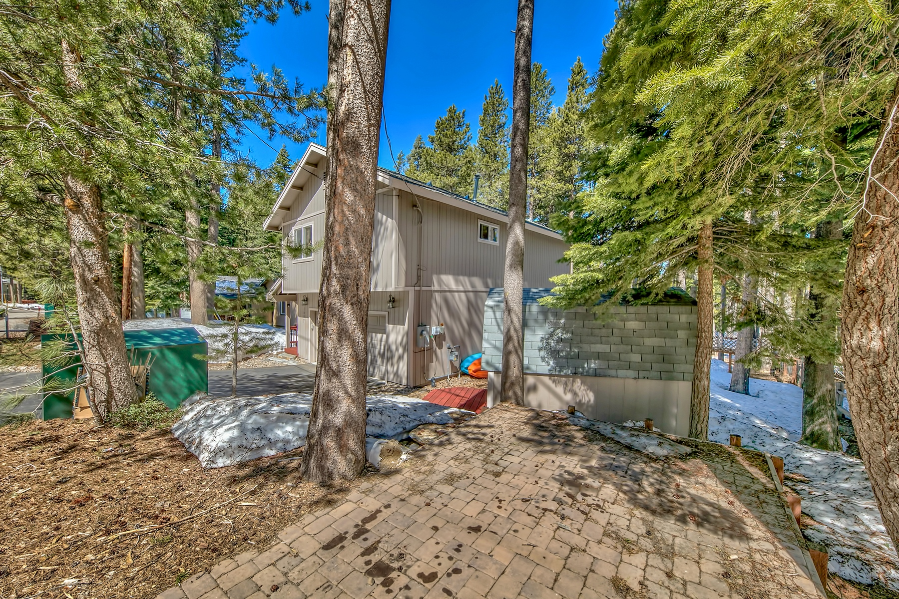 Additional photo for property listing at 1547 Aztec Way, South Lake Tahoe, CA 96150 1547 Aztec Way South Lake Tahoe, California 96150 United States