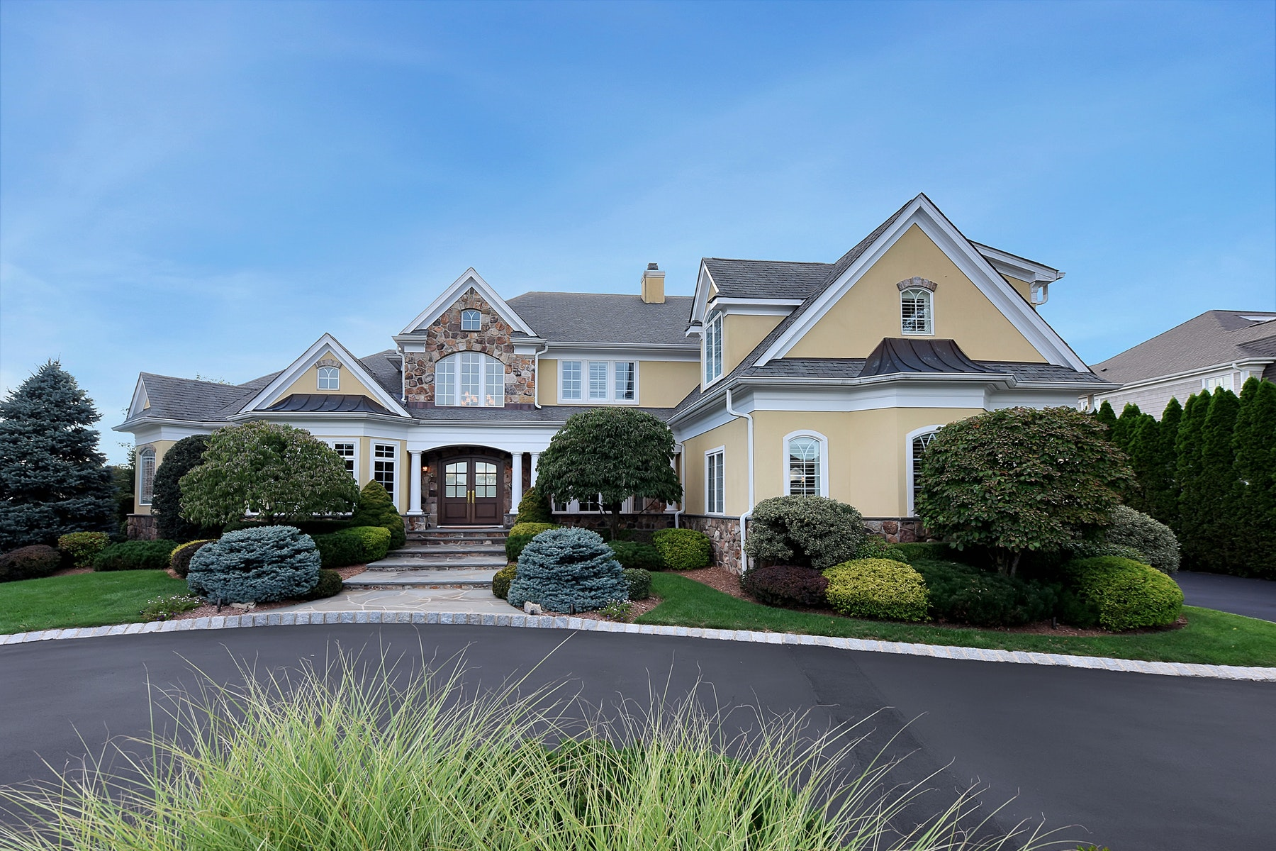 Single Family Homes for Sale at Unparalleled Location 689 Charnwood Drive Wyckoff, New Jersey 07481 United States