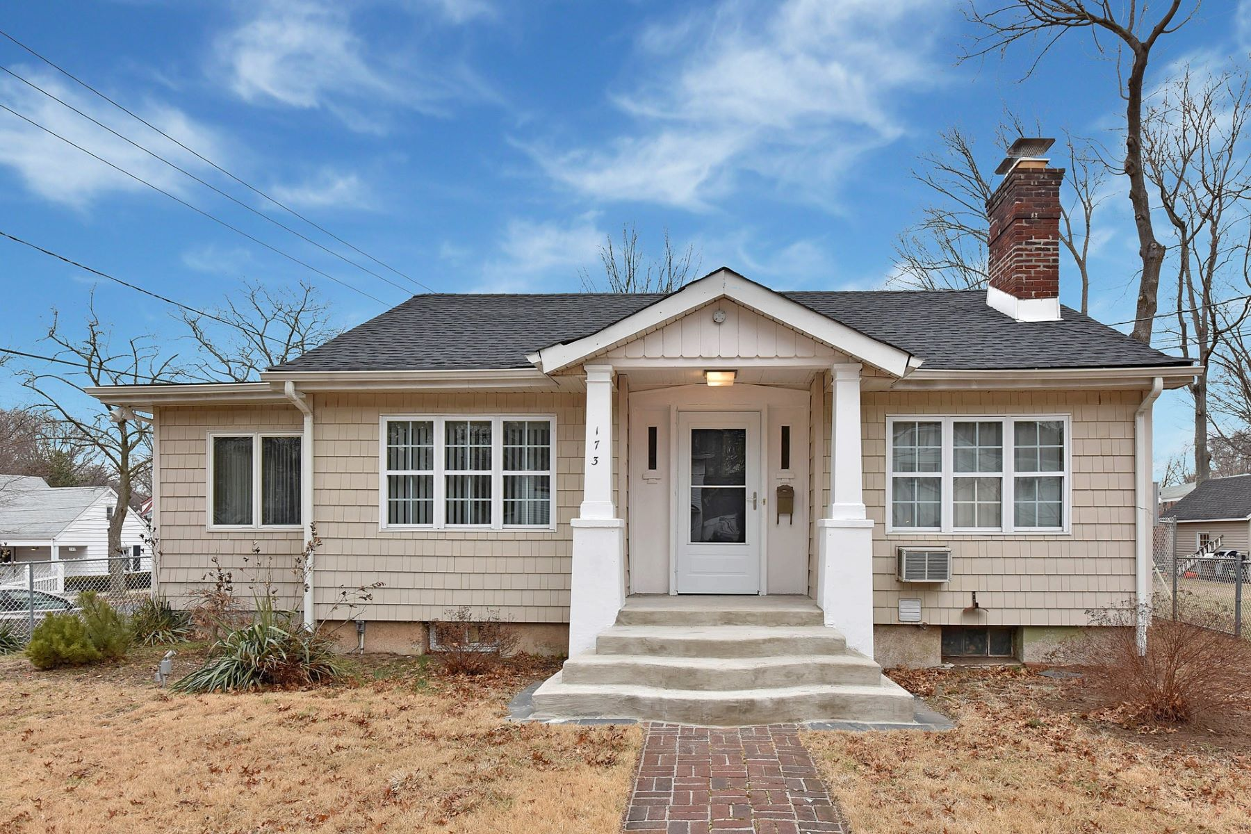 Частный односемейный дом для того Продажа на Well Maintained Ranch 173 Jane St, Englewood, Нью-Джерси, 07631 Соединенные Штаты