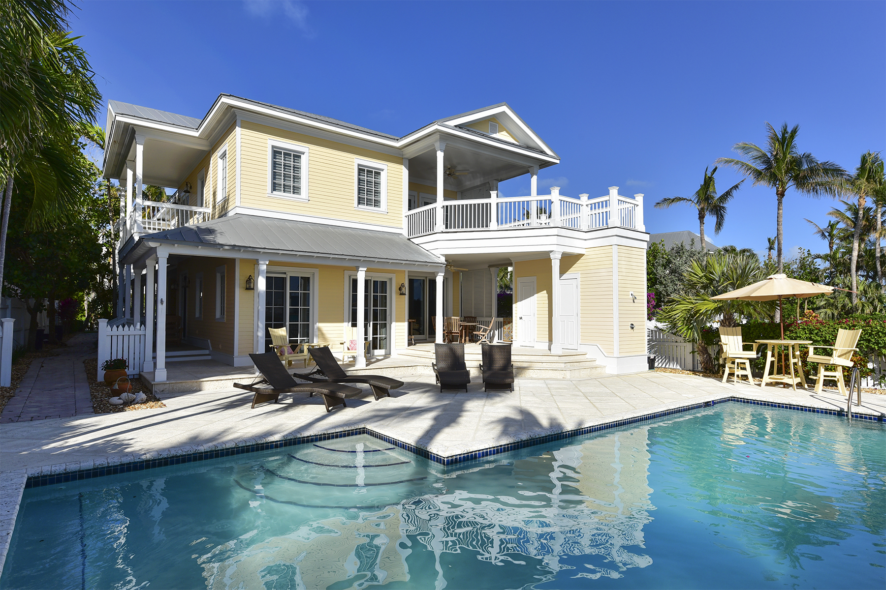 Casa Unifamiliar por un Venta en Oceanfront Home on Sunset Key 23 Sunset Key Drive Key West, Florida 33040 Estados Unidos