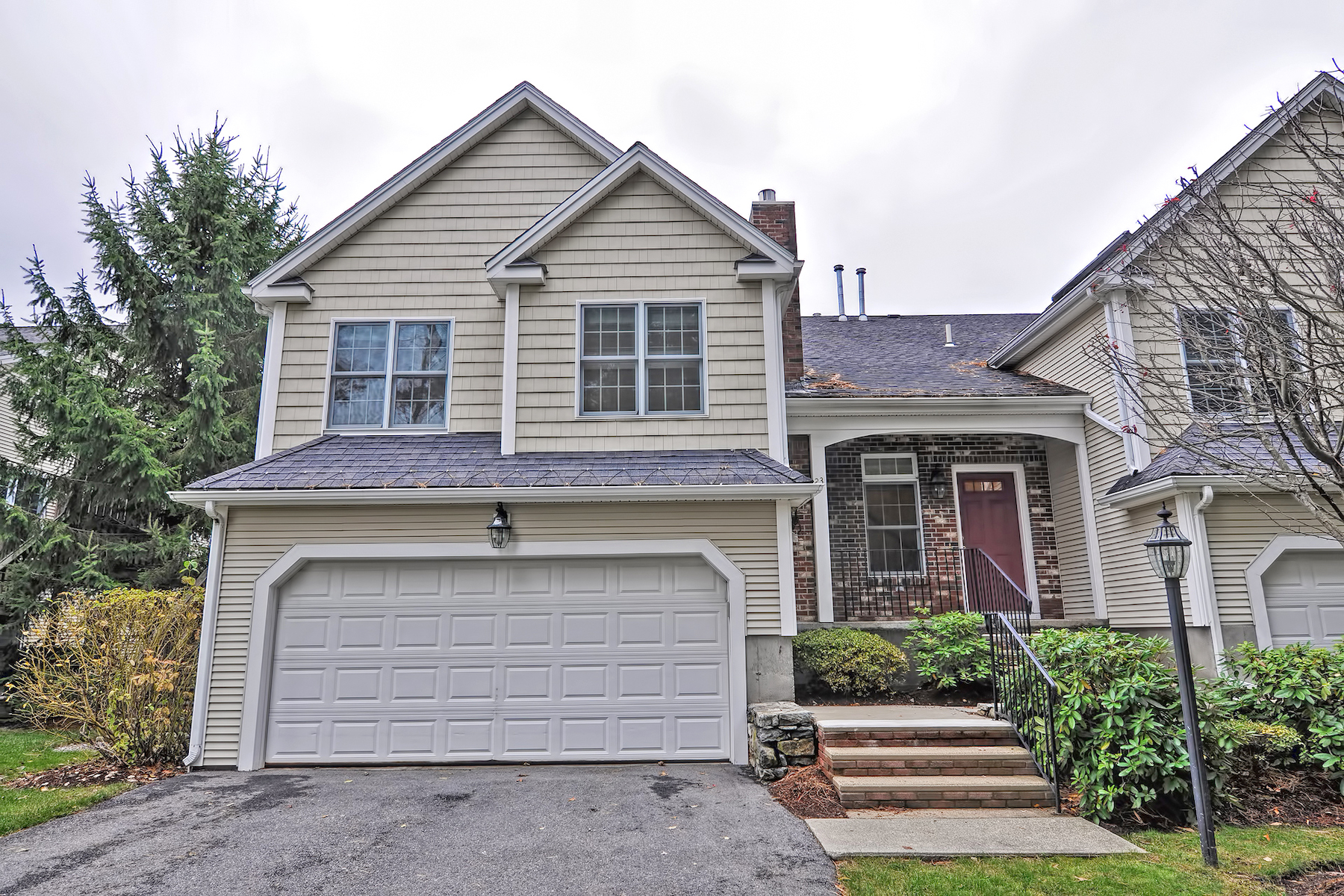 townhouses for Sale at End Unit in The Commons of North Grafton 23 Northgate Court - Unit 23 Grafton, Massachusetts 01536 United States