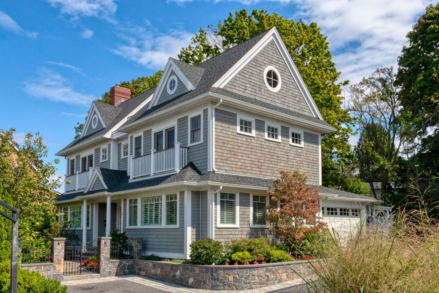 Single Family Homes por un Venta en Decorator Showcase located on a quiet private lane on Marblehead Neck 6 Abbot View Lane Marblehead, Massachusetts 01945 Estados Unidos