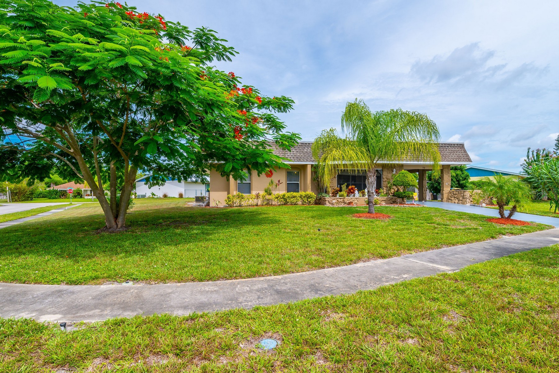 Single Family Homes for Active at Nicely Maintained Home in Prime Location 710 Cobblestone Lane NE Palm Bay, Florida 32905 United States