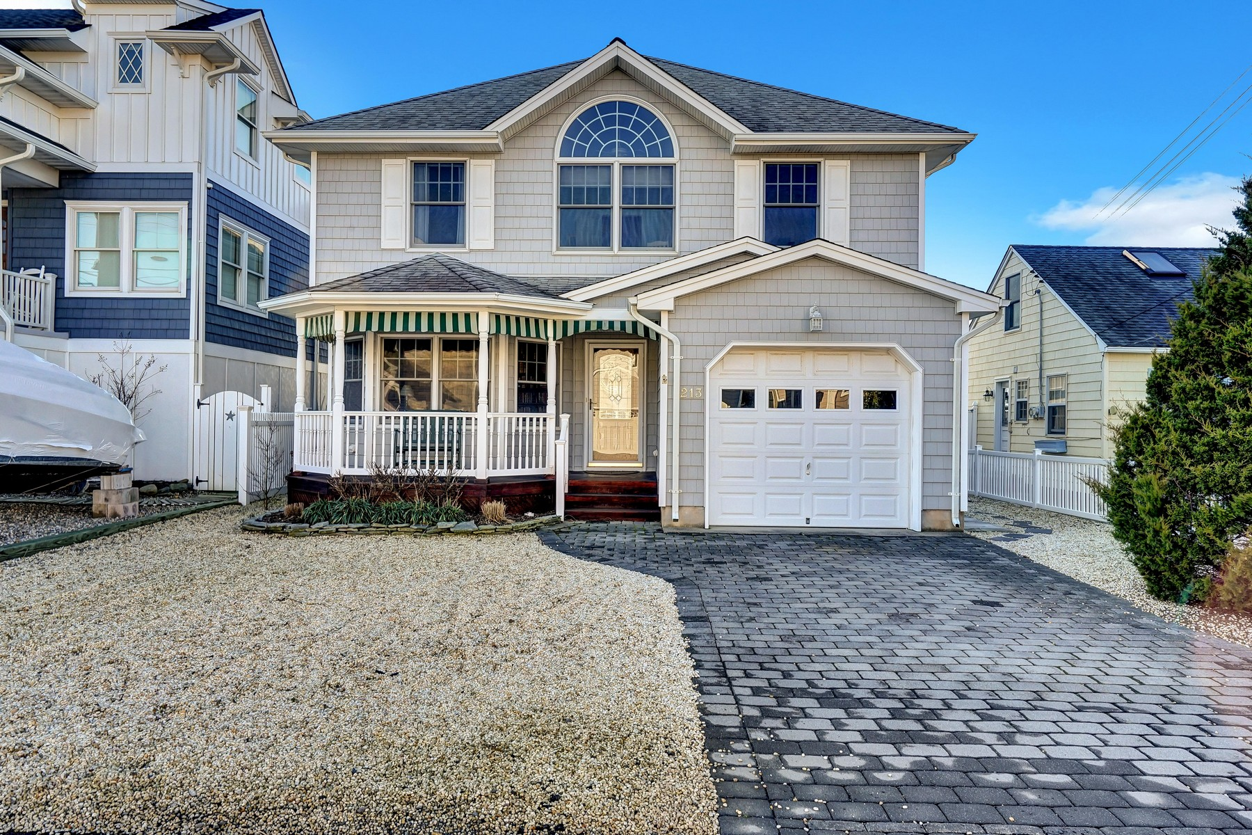 Moradia para Venda às Beautiful Waterfront Home With Direct Access To Barnegat Bay 213 Norman Court, Normandy Beach, Nova Jersey 08739 Estados Unidos