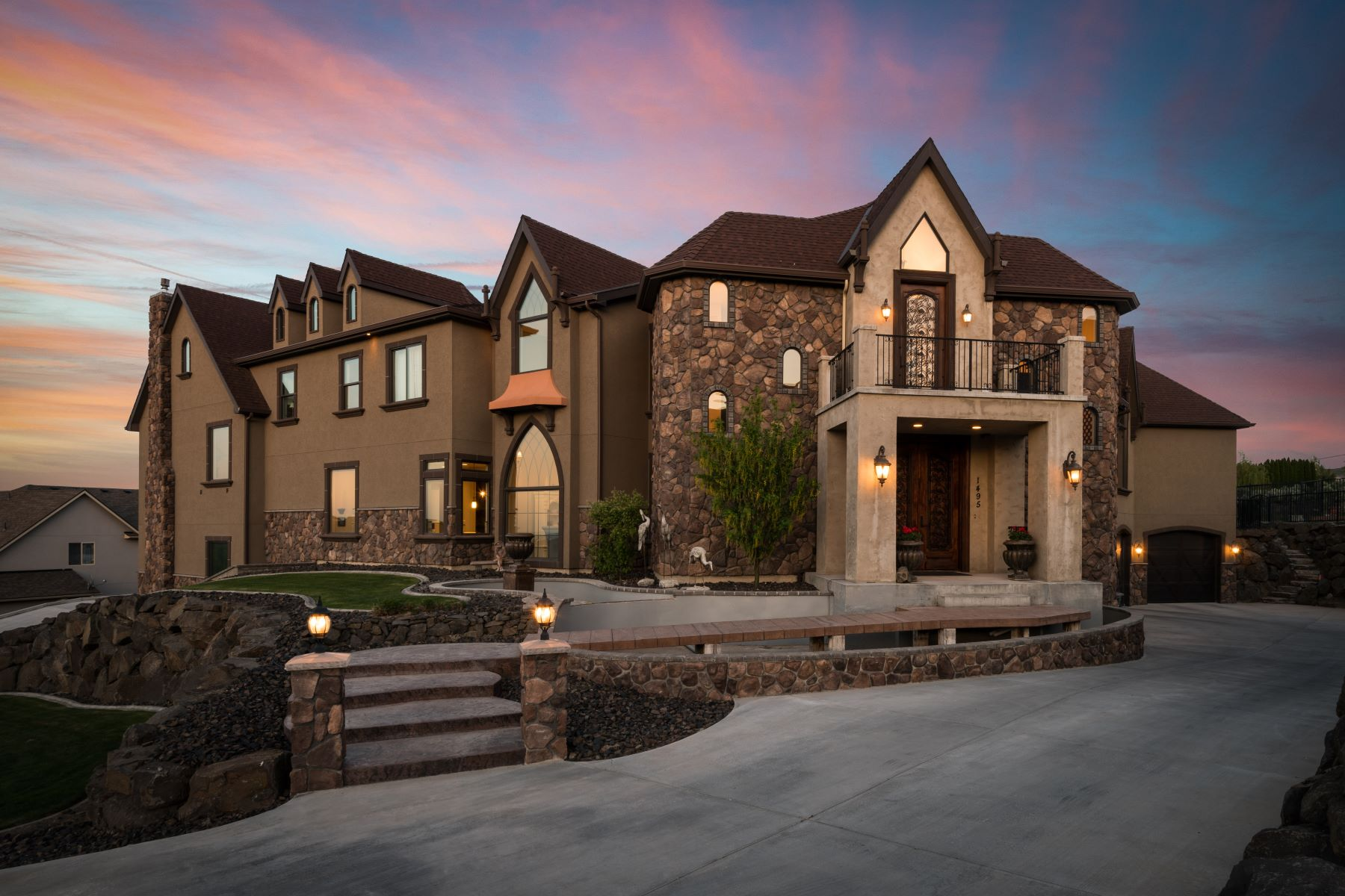 Single Family Homes for Sale at Majestic 2 Story with View 1495 Badger Mountain Loop Richland, Washington 99352 United States