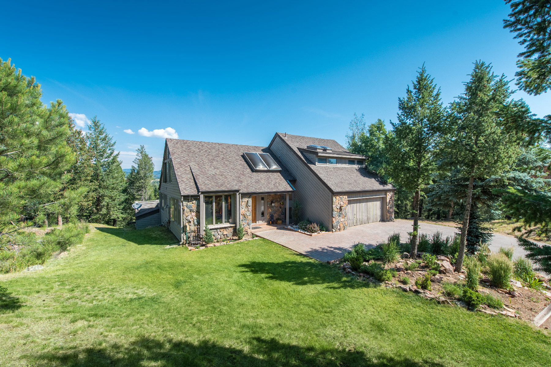 Частный односемейный дом для того Продажа на Easy Mountain Living 32520 Woodland Evergreen, Колорадо, 80439 Соединенные Штаты