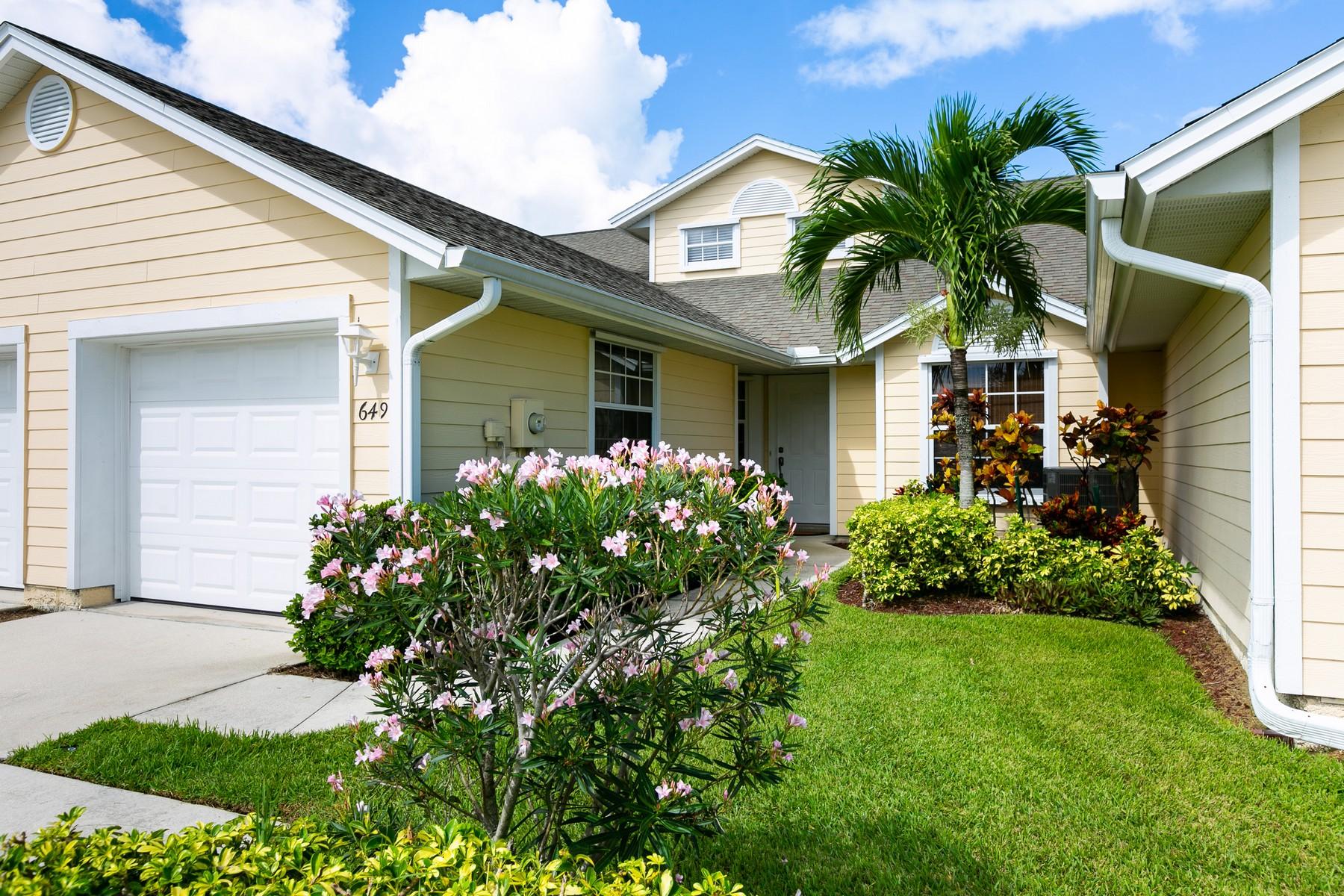 独户住宅 为 销售 在 Lakefront Updated Villa With Loft 649 5th Avenue 维罗海滩, 佛罗里达州 32962 美国