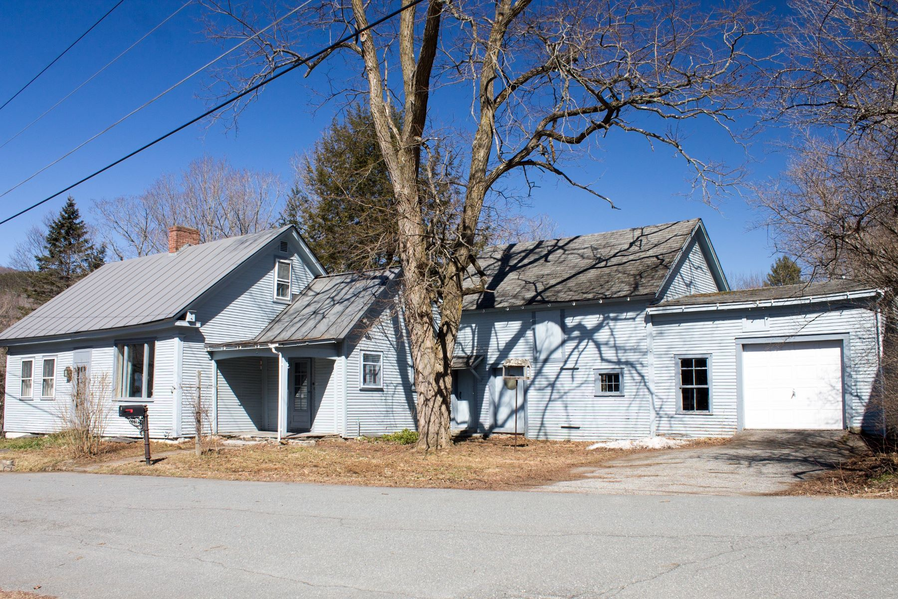 Single Family Homes for Sale at Three Bedroom Cape in Chelsea 9 Highland Avenue Chelsea, Vermont 05038 United States