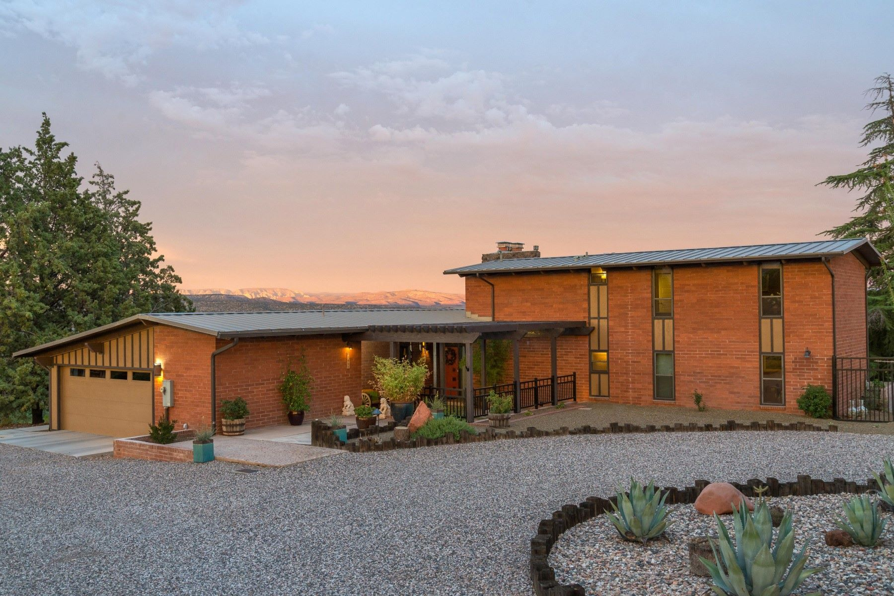Single Family Homes for Active at Midcentury Modern Oasis 1401 3rd South St Clarkdale, Arizona 86324 United States