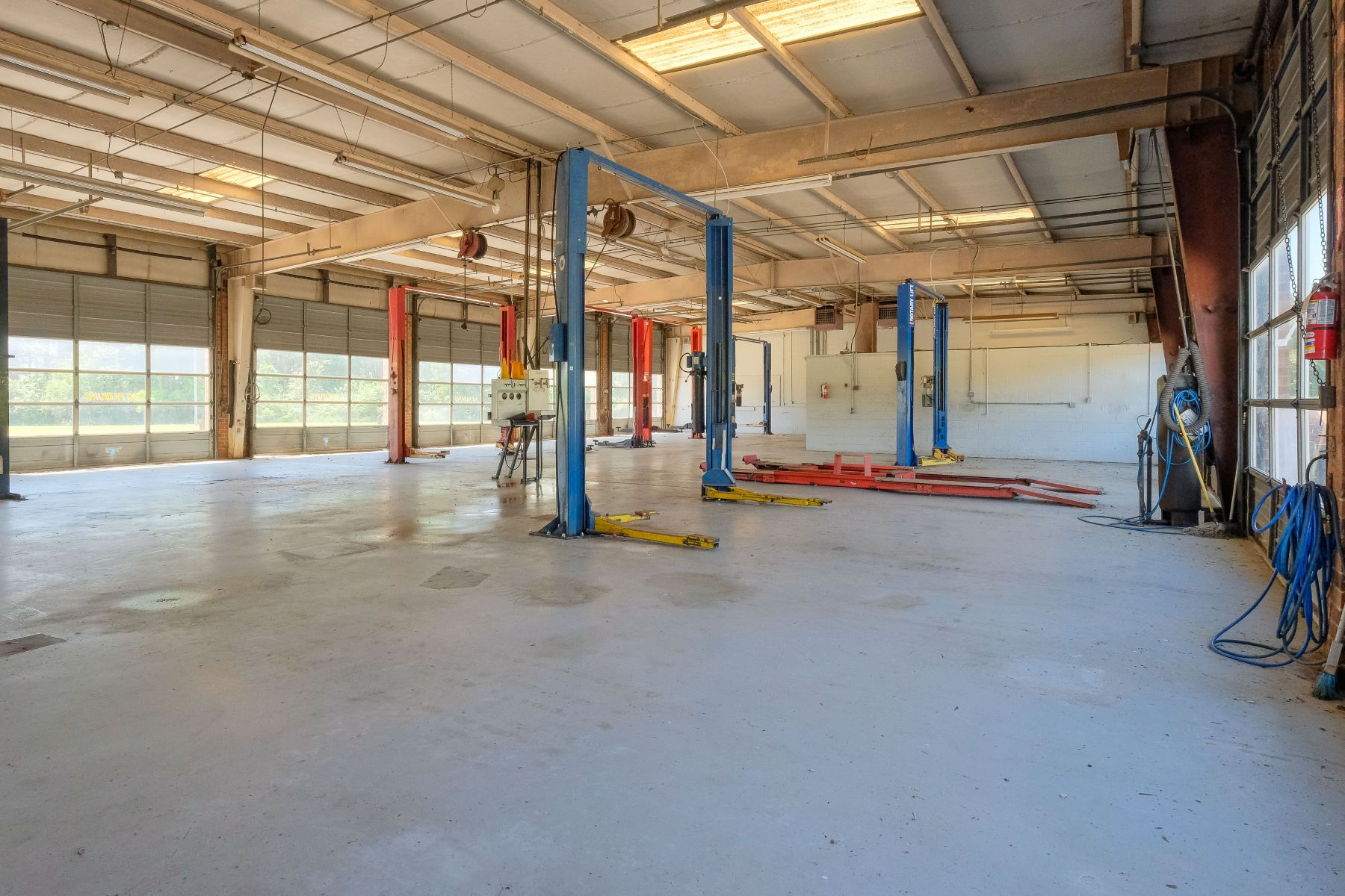 Additional photo for property listing at 18 Acres with Showroom and Service Building 1365 N. Broad St Edenton, North Carolina 27932 United States