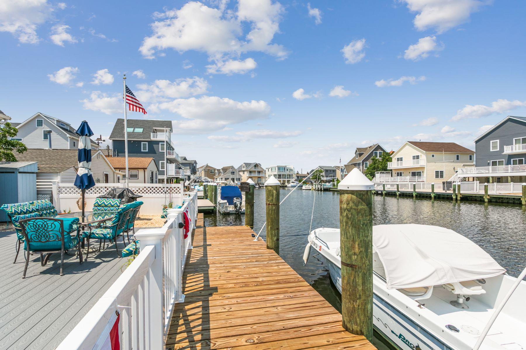 Single Family Homes для того Продажа на Beautiful Waterfront Home With Direct Bay Access 418 Coolidge Avenue B, Ortley Beach, Нью-Джерси 08751 Соединенные Штаты