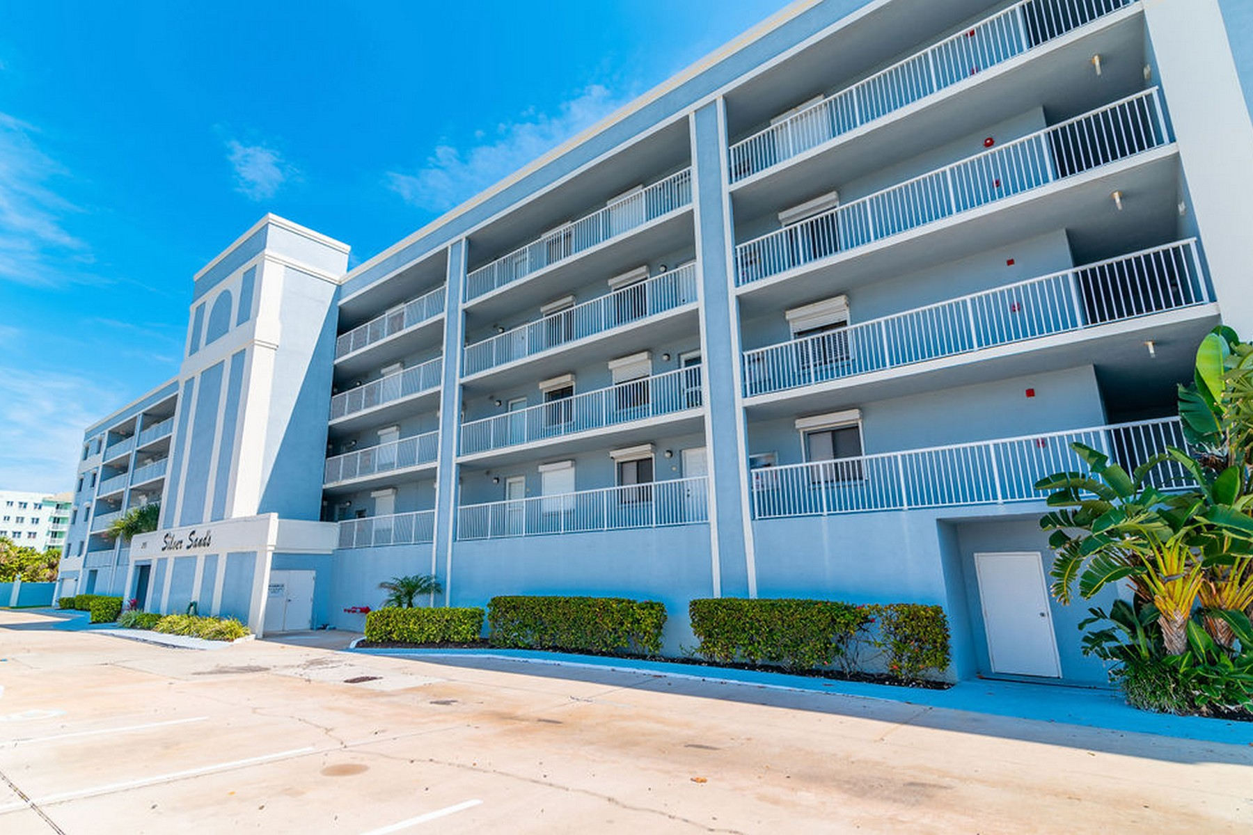 Property для того Продажа на Highly Desirable Corner Unit with Amazing Views of the Beautiful East Coast 295 Highway A1A Unit 208 Satellite Beach, Флорида 32937 Соединенные Штаты