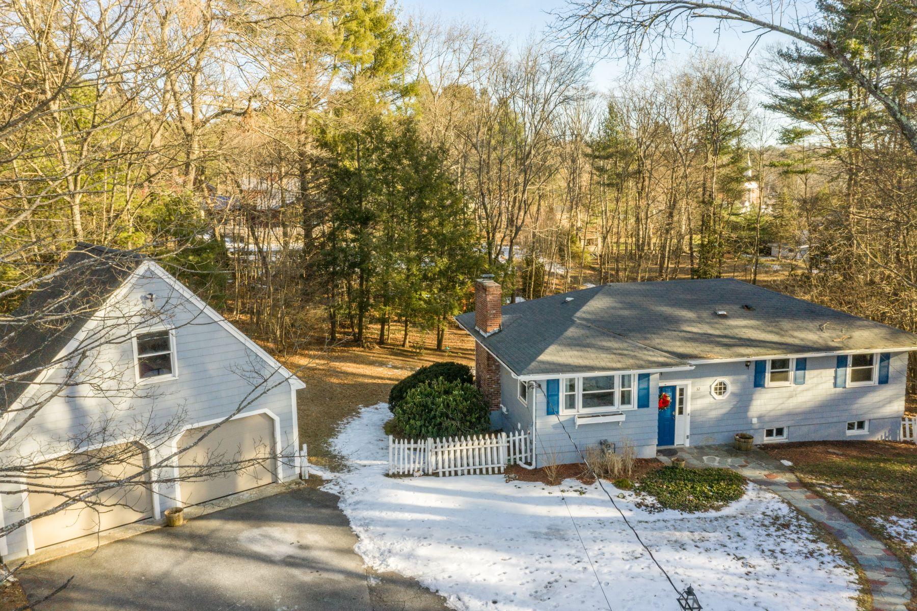 Single Family Homes pour l Vente à 32 Pennymeadow Rd Sudbury, Massachusetts 01776 États-Unis