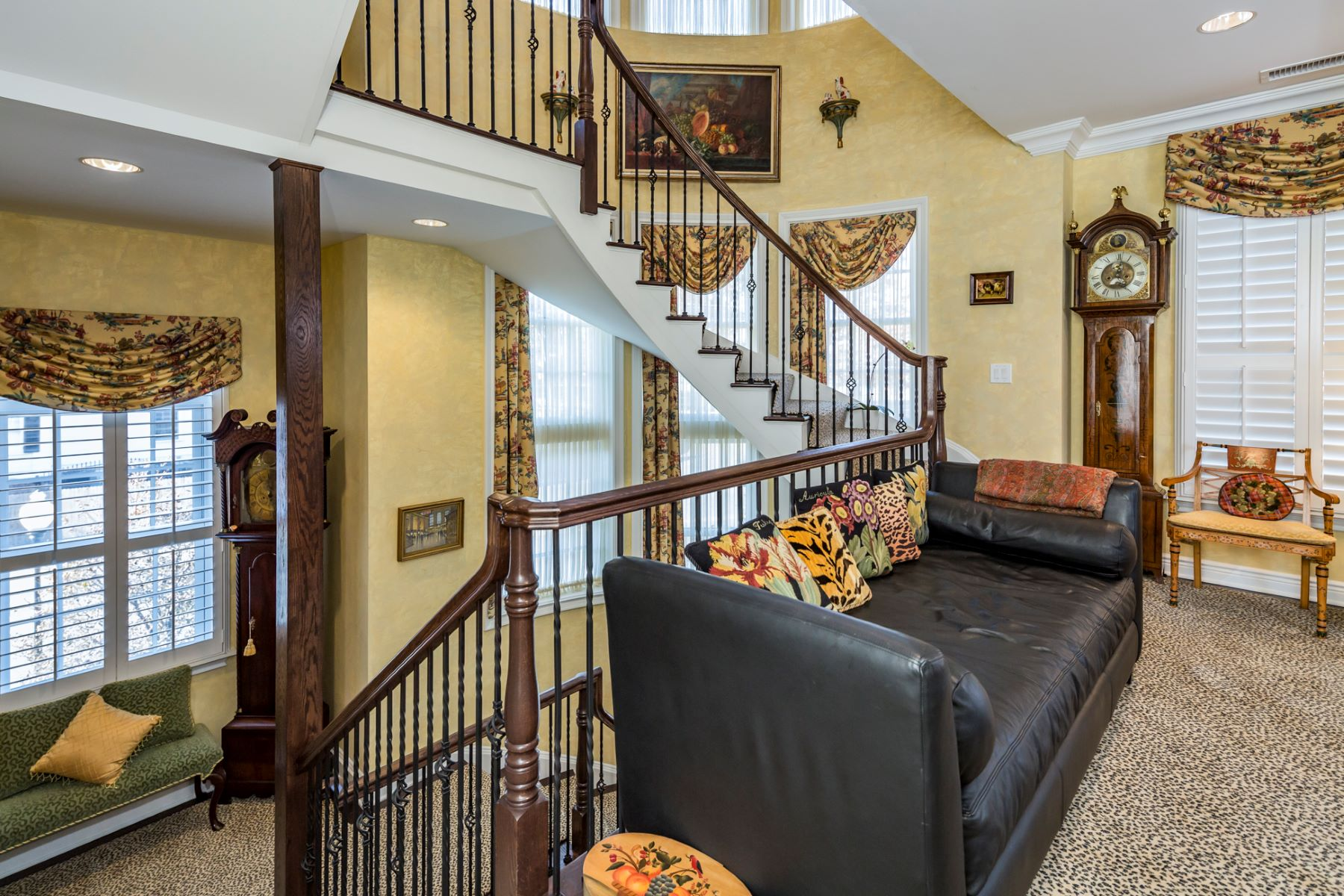 Additional photo for property listing at In-Town Haven Is Absolutely Elegant in Every Way 36 Paul Robeson Place, Princeton, New Jersey 08540 United States